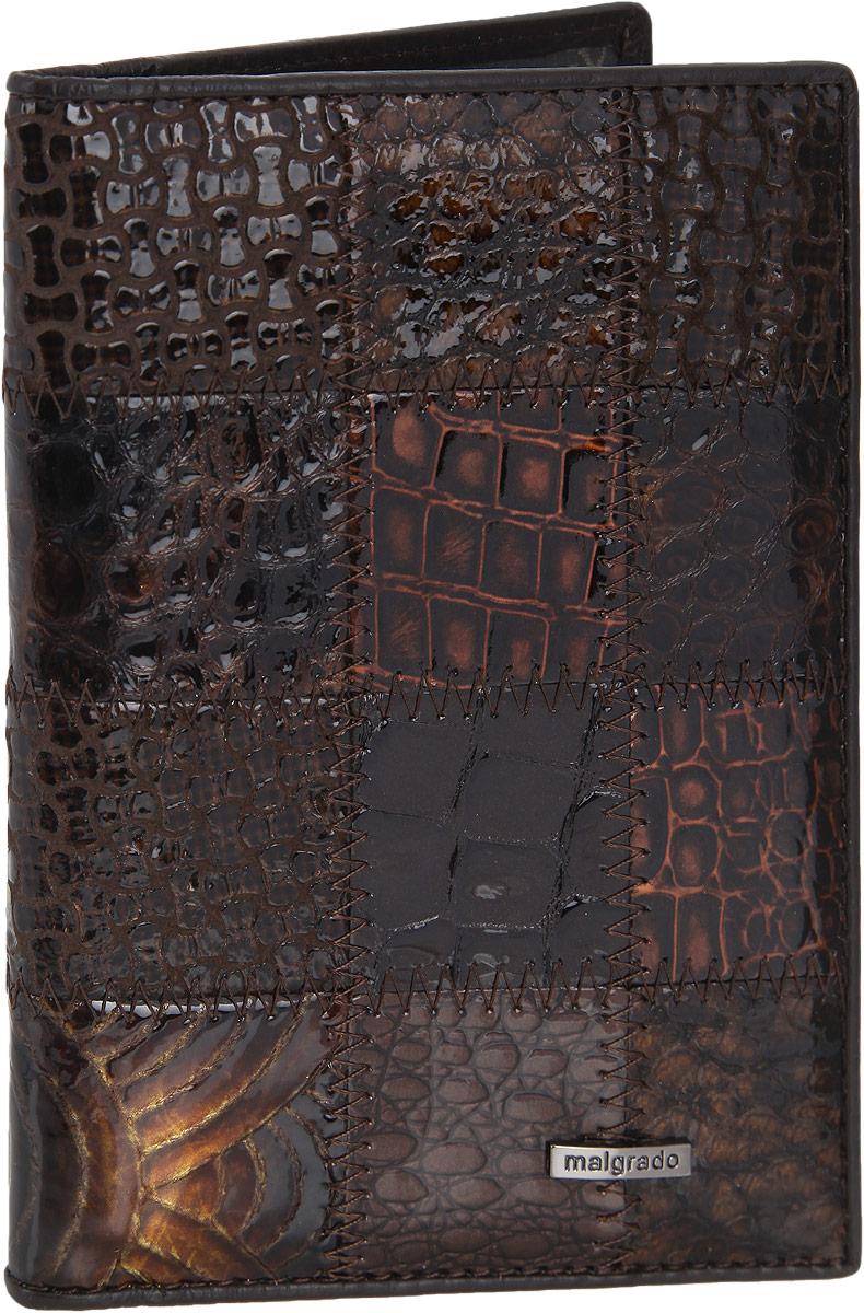 Обложка для паспорта женская Malgrado, цвет: коричневый. 54019-1A-49054019-1A-490A CoffeeСтильная обложка для паспорта Malgrado выполнена из натуральной лакированной кожи с тиснением под рептилию и оформлена металлической фурнитурой с символикой бренда. Изделие раскладывается пополам. Внутри расположены два накладных кармана, один из которых дополнен прозрачной вставкой из пластика, и пять накладных кармашков для пластиковых карт или визиток. Изделие дополнено съемным блоком для хранения автодокументов. Блок включает в себя четыре стандартных файла, один файл для хранения водительского удостоверения и один файл формата А3. Обложка для паспорта поставляется в фирменной упаковке. Обложка для паспорта поможет сохранить внешний вид ваших документов и защитит их от повреждений, а также станет стильным аксессуаром, который подчеркнет ваш образ.