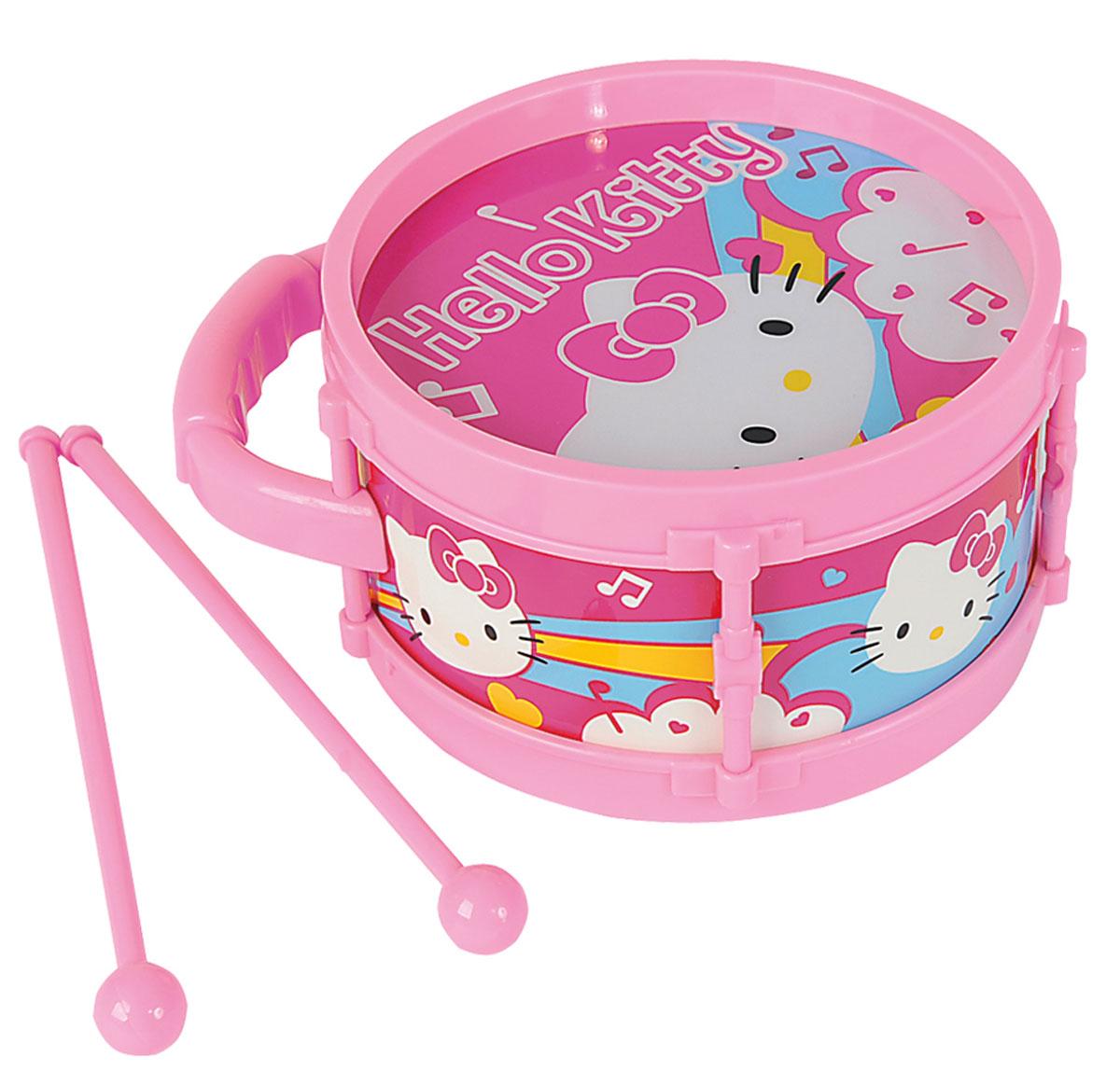 Simba Барабан Hello Kitty6835364Барабан Simba Hello Kitty не позволит скучать вашему малышу. Он выполнен из прочного и безопасного для ребенка материала. Барабан оснащен двумя пластиковыми барабанными палочками и оформлен изображением милой кошечки Китти. Он имитирует настоящий инструмент и звучит достаточно громко и внушительно. Яркая расцветка барабана привлечет внимание и поднимет настроение малыша. Эта яркая и веселая игрушка, с помощью которой вы сможете привить ребенку любовь к музыке. Барабан Simba Hello Kitty поможет развить слух, чувство ритма и музыкальные способности малыша, и он порадует вас веселым концертом.