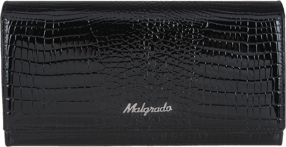 Кошелек женский Malgrado, цвет: черный. 77006-4677006-46 BlackСтильный женский кошелек Malgrado выполнен из натуральной лакированной кожи с тиснением под рептилию и оформлен металлической фурнитурой с символикой бренда. Изделие закрывается на круговую застежку-молнию. Внутри расположены четыре отделения для купюр, отделение для монет на молнии, два накладных кармана, девять накладных карманов для пластиковых карт, один из которых дополнен прозрачной вставкой из пластика. Изделие поставляется в фирменной упаковке. Кошелек Malgrado станет отличным подарком для человека, ценящего качественные и практичные вещи.