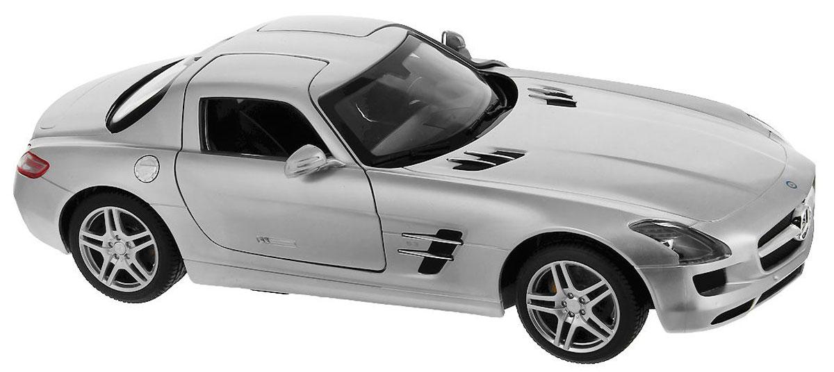 Rastar Радиоуправляемая модель Mercedes-Benz SLS цвет серебристый47600-8 серебристыйРадиоуправляемая модель Rastar Mercedes-Benz SLS со световыми и звуковыми эффектами, являющаяся точной копией настоящего автомобиля, - отличный подарок не только ребенку, но и взрослому. Автомобиль изготовлен из современных прочных материалов и обладает высокой стабильностью движения, что позволяет полностью контролировать его процесс, управляя без суеты и страха сломать игрушку. Основные направления движения автомобиля: вперед-назад-влево- вправо. При движении вперед у автомобиля горят фары, при движении назад - стоп-сигналы. Пульт управления автомобиля выполнен в виде удобного руля на подставке, что позволяет не только держать его в руках, но и располагать на горизонтальной поверхности. На руле расположены кнопки газа, торможения и кнопка гудка. Во время движения автомобиля кнопка газа должна быть всегда нажата. На подставке руля расположен рычаг коробки передач, включающей в себя 4 положения: 1. D1 - движение вперед с сопутствующим звуком движения из...
