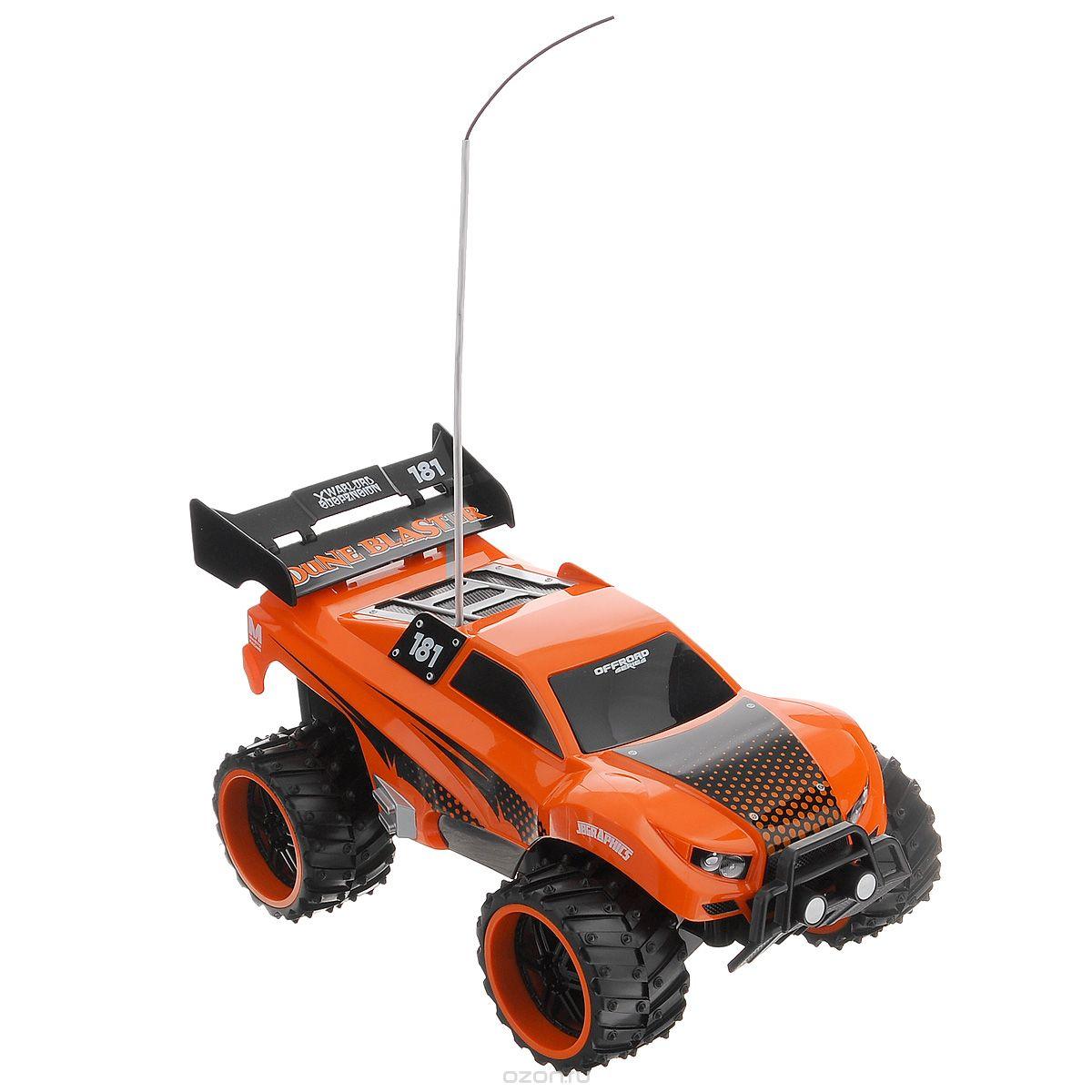 Maisto Машина на радиоуправлении Dune Blaster цвет оранжевый81095 R/C_оранжевый_3678Радиоуправляемая модель Maisto Внедорожник Dune Blaster с ярким привлекающим внимание дизайном обязательно понравится всем любителям джипов. Корпус выполнен из высококачественного пластика и имеет высокую детализацию. Машина представляет собой копию внедорожника, уменьшенного в 16 раз. Двигается в нескольких направлениях: вперед, назад, вправо, влево. Большие шипованные шины обеспечивают высокую проходимость и быстрое преодоление препятствий. Автомобиль оснащен профессиональным передатчиком с частотой 27 MHz. Управление с помощью дистанционного пульта с рулевым управлением (поставляется в комплекте). В комплекте инструкция по эксплуатации на русском языке. Для работы машины рекомендуется докупить 4 батарейки напряжением 1,5V типа АА (товар комплектуется демонстрационными). Для работы пульта управления необходимо докупить 2 батарейки напряжением 1,5V типа АА (товар комплектуется демонстрационными).