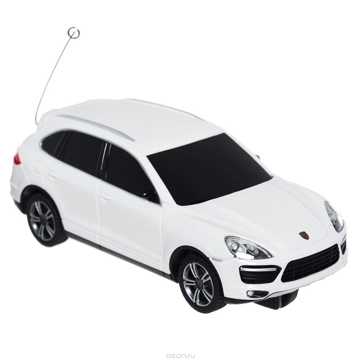 Rastar Радиоуправляемая модель Porsche Cayenne цвет белый50300Радиоуправляемая модель Rastar Porsche Cayenne со световыми эффектами, являющаяся точной копией настоящего автомобиля, - отличный подарок не только ребенку, но и взрослому. Машина изготовлена из современных прочных материалов и обладает высокой стабильностью движения, что позволяет полностью контролировать его процесс, управляя без суеты и страха сломать игрушку. Основные направления движения автомобиля: вперед-вправо. В комплект входят машина, пульт управления и инструкция на русском языке. Автомобиль работает от 2 батареек типа АА, пульт управления - от 2 батареек АА (не входят в комплект).