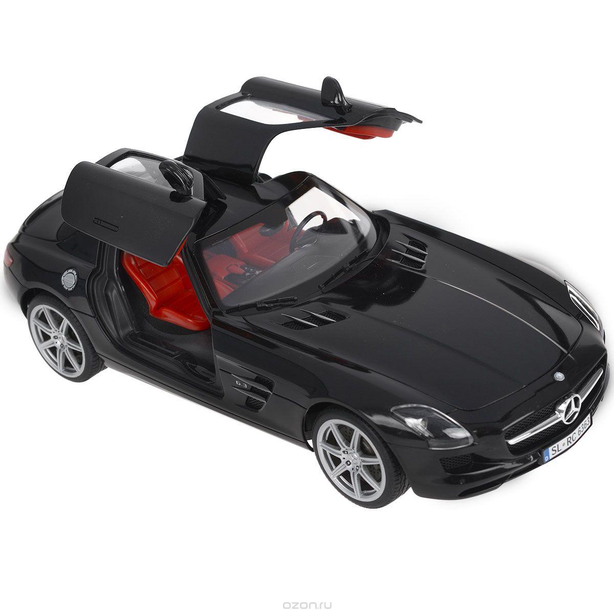 Silverlit Радиоуправляемая модель Mercedes-Benz SLS AMG86074Радиоуправляемая модель Silverlit Машина Mercedes-Benz со световыми и звуковыми эффектами непременно понравится не только ребенку, но и взрослому. Модель представляет собой точную копию машины Mercedes-Benz черного цвета в масштабе 1:16. Машина работает путем управления через BlueTooth, а своеобразным пультом послужит ваш iPod, iPad или iPhone. Скачайте специальное программное обеспечение на ваше электронное устройство, и вы готовы к гонке! Машина может двигаться во всех направлениях. Управление происходит с помощью кнопок, отображающихся на экране вашего iPod, iPad или iPhone в руках, а также путем простого поворота электронного устройства в руках. Путь машины отображается на экране устройства, что создает впечатление реального присутствия в салоне. Машина способна воспринимать сигнал даже вне поля видимости устройства, что позволяет игроку объезжать различные препятствия. Функция подсветки фар, габаритных огней, поворотников и стоп-сигналов и реалистичные звуки...