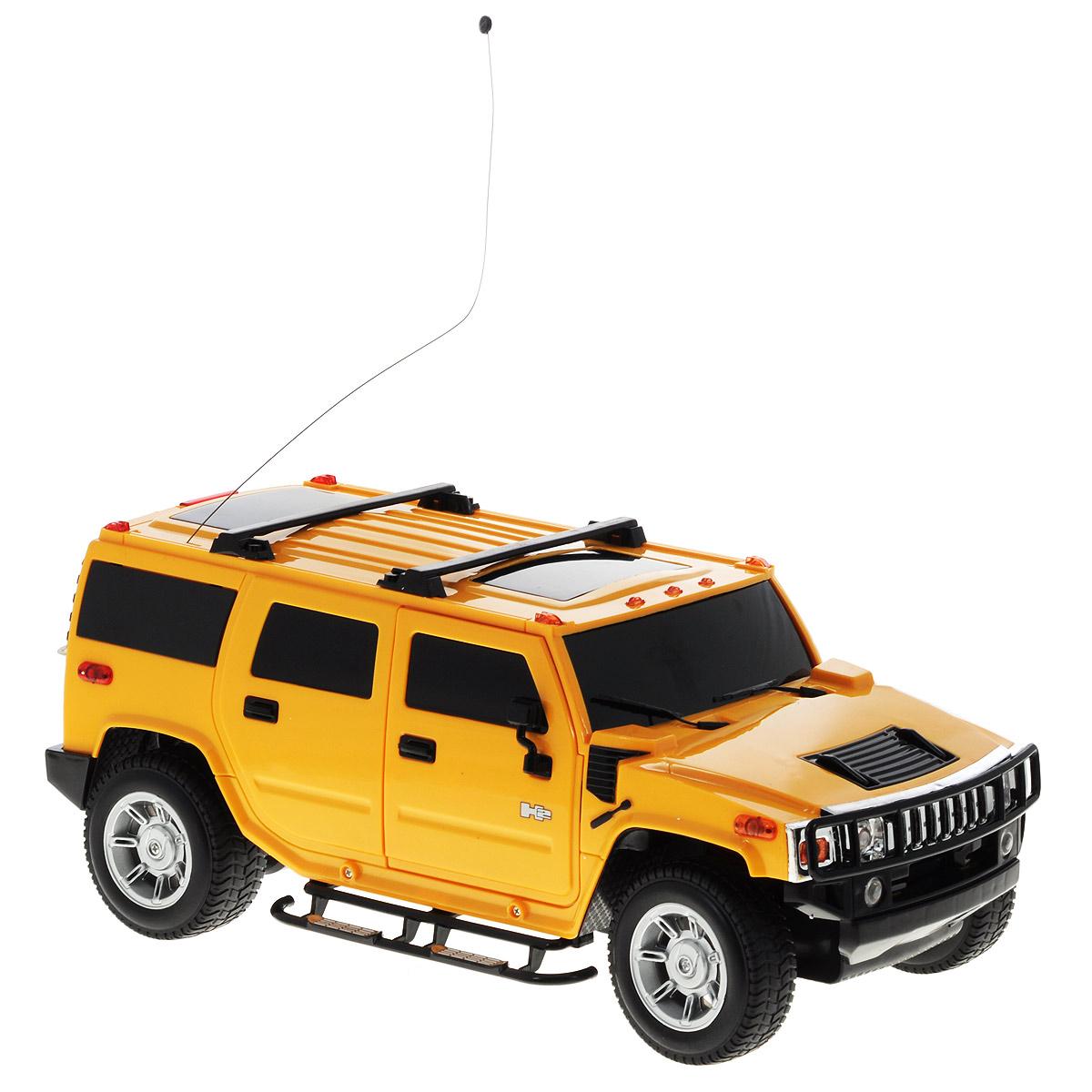 1TOY Радиоуправляемая модель Hummer H2 цвет желтыйТ54267_желтыйКультовый американский внедорожник Hummer привлечет внимание как ребенка, так и взрослого и понравится любому, кто увлекается автомобилями. Маневренная и реалистичная уменьшенная копия Hummer H2 выполнена в точной детализации с настоящим автомобилем в масштабе 1/12. Управление машинкой происходит с помощью пульта. Машинка двигается вперед и назад, поворачивает направо и налево. Во время езды у нее можно включать свет фар. Колеса игрушки прорезинены и обеспечивают плавный ход, машинка не портит напольное покрытие. Радиоуправляемые игрушки способствуют развитию координации движений, моторики и ловкости. Ваш ребенок часами будет играть с моделью, придумывая различные истории и устраивая соревнования. Порадуйте его таким замечательным подарком! Питание: машина работает от аккумулятора напряжением 6V 800 mAh (входит в комплект); пульт управления работает от 6 батареек напряжением 1,5V типа AA (входят в комплект).