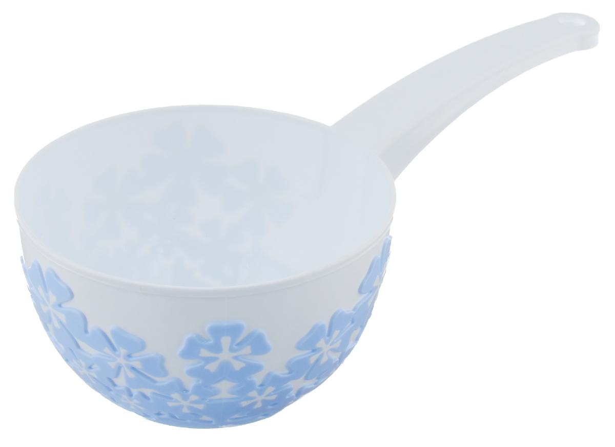 Ковш Альтернатива Камелия, цвет: белый, голубой, 1,5 лМ3577Ковш Альтернатива Камелия изготовлен из высококачественного цветного пластика. Изделие используется для моечных и обливных процедур, для черпания и переливания воды. Ковш оснащен удобной эргономичной ручкой с петелькой для подвешивания на крючок. Диаметр ковша (по верхнему краю): 17 см. Высота стенки ковша: 9,5 см. Длина ручки: 15,5 см.