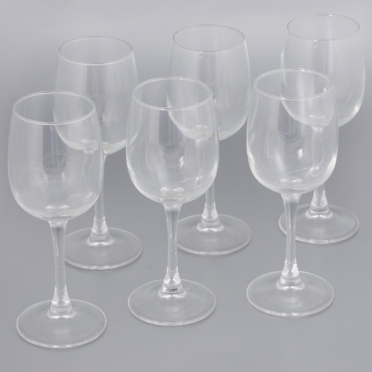 Набор фужеров для вина Luminarc Allegresse, 230 мл, 6 штJ8163Набор Luminarc Allegresse состоит из 6 классических фужеров, выполненных из прочного натрий-кальций-силикатного стекла. Изделия оснащены высокими тонкими ножками и предназначены для подачи вина. Они сочетают в себе элегантный дизайн и функциональность. Благодаря такому набору пить напитки будет еще вкуснее. Набор фужеров Luminarc Allegresse прекрасно оформит праздничный стол и создаст приятную атмосферу за романтическим ужином. Такой набор также станет хорошим подарком к любому случаю. Можно мыть в посудомоечной машине. Диаметр фужера (по верхнему краю): 5,8 см. Высота фужера: 18,2 см. Диаметр основания: 7 см.
