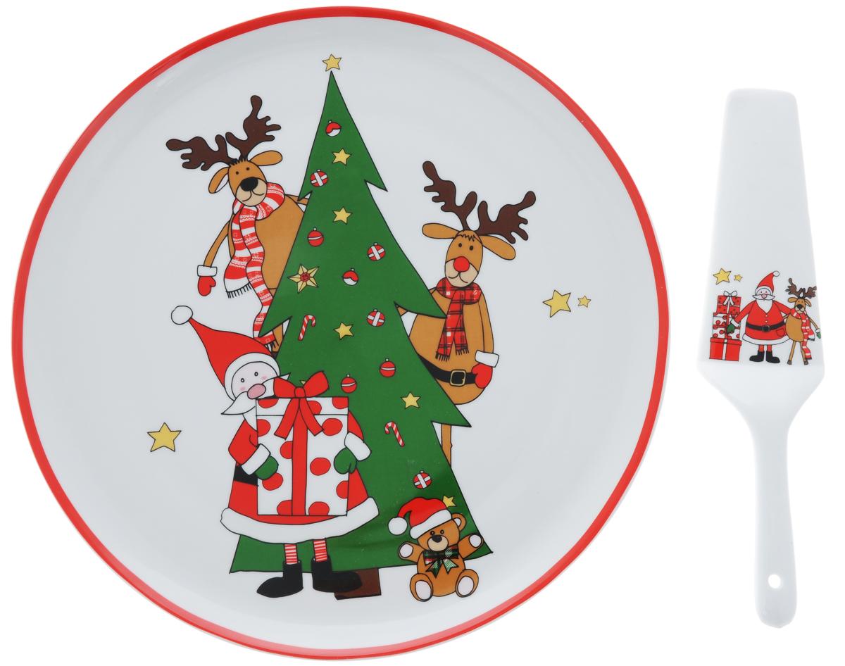 Набор для торта Nuova R2S Дед Мороз с друзьями, 2 предметаR2S-R1112/SAFT-ALНабор для торта Nuova R2S Дед Мороз с друзьями состоит из круглого блюда и лопатки. Изделия выполнены из керамики и оформлены ярким изображением. Набор идеален для подачи тортов, пирогов и другой выпечки. Яркий новогодний дизайн сделает набор изысканным украшением праздничного стола. Диаметр блюда: 30,5 см. Высота блюда: 2,5 см. Длина лопатки: 26 см.