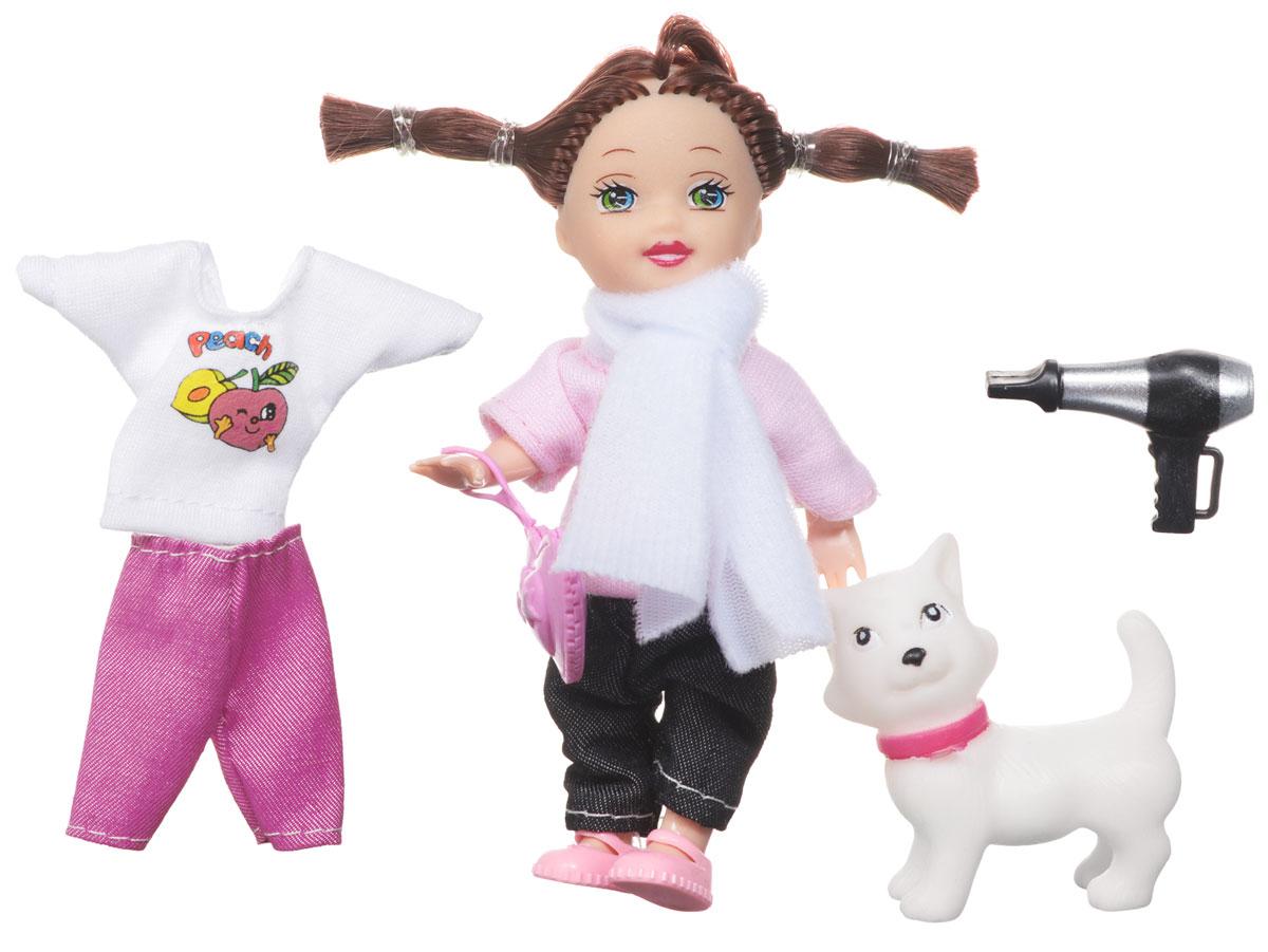 1TOY Мини-кукла Красотка MiniТ55626Мини-кукла Красотка порадует любую девочку и надолго увлечет ее. В комплекте с куклой есть фигурка белой кошечки, фен и комплект одежды. Красотка одета в темные брючки и розовою кофточку, а сменный комплект одежды в бело-розовых тонах. На ногах у куколки розовые сандалики. Вашей дочурке непременно понравится заплетать и расчесывать длинные темные волосы куклы, придумывая разнообразные прически. В комплект входит сумочка для куклы, выполненная в виде розового сердечка. Руки, ноги и голова куклы подвижны, благодаря чему ей можно придавать разнообразные позы. Набор поставляется в красивой подарочной упаковке, на которой изображен городской пейзаж. Игры с куклой способствуют эмоциональному развитию, помогают формировать воображение и художественный вкус, а также разовьют в вашей малышке чувство ответственности и заботы. Великолепное качество исполнения делают эту куколку чудесным подарком к любому празднику.