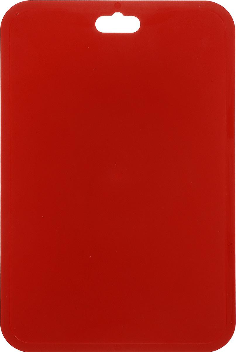 Доска разделочная Berossi Flexi, гибкая, цвет: красный, 33 х 21,5 смИК08527000Разделочная доска Berossi Flexi изготовлена из высокопрочного пищевого ПВХ, устойчивого к порезам. Материал экологичен, не впитывает запахи и легко моется. Доска предназначена для нарезания всех видов продуктов, а также можно использовать как подставку под горячее. Легкая, тонкая, гибкая доска при хранении занимает очень мало места. Ее можно повесить в любое удобное место, положить в шкафчик или в корзину для поездки на пикник. Яркий цвет и современный дизайн разделочной доски Berossi Flexi делают ее украшением для любой кухни. Размер: 33 см х 21,5 см х 0,25 см.