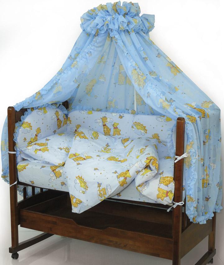 Топотушки Комплект детского постельного белья Жираф Вилли цвет голубой 7 предметов4630008870952Комплект постельного белья из 7 предметов включает все необходимые элементы для детской кроватки. Комплект создает для Вашего ребенка уют, комфорт и безопасную среду с рождения; современный дизайн и цветовые сочетания помогают ребенку адаптироваться в новом для него мире. Комплекты «Топотушки» хорошо вписываются в интерьер как детской комнаты, так и спальни родителей. Как и все изделия «Топотушки» данный комплект отражает самые последние технологии, является безопасным для малыша и экологичным. Российское происхождение комплекта гарантирует стабильно высокое качество, соответствие актуальным пожеланиям потребителей, конкурентоспособную цену. Балдахин 4,5м (вуаль с рисунком); охранный бампер 360х50см. (из 4-х частей, наполнитель – холлофайбер); подушка 40х60см. (наполнитель – холлофайбер); одеяло 140х110см. (наполнитель – холлофайбер); наволочка 40х60см; пододеяльник 147х112см; простынь на резинке 120х60см
