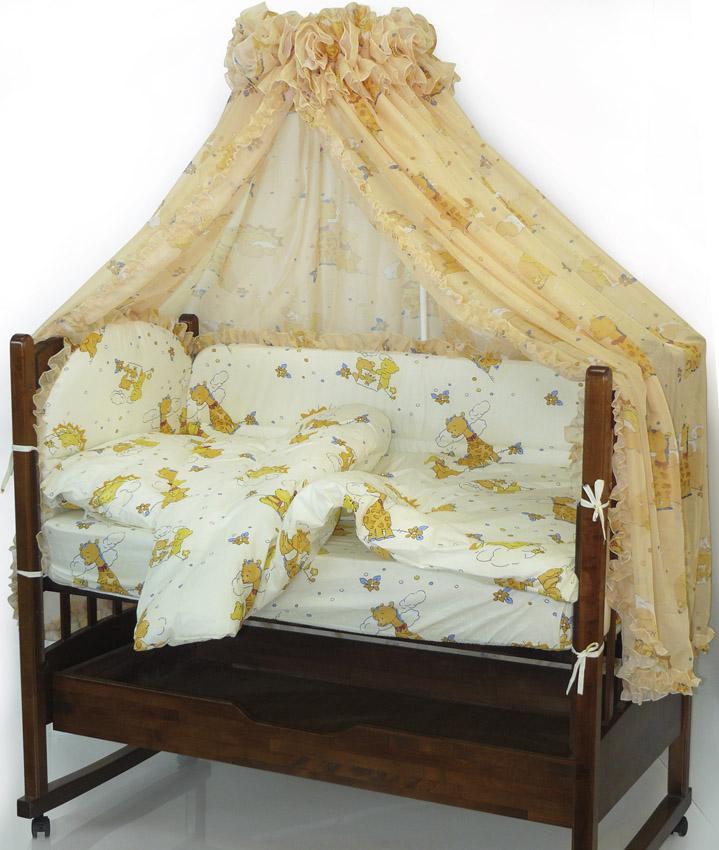Топотушки Комплект детского постельного белья Жираф Вилли цвет желтый 6 предметов4630008870990Комплект постельного белья из 6 предметов включает все необходимые элементы для детской кроватки.Комплект создает для Вашего ребенка уют, комфорт и безопасную среду с рождения; современный дизайн и цветовые сочетания помогают ребенку адаптироваться в новом для него мире. Комплекты «Топотушки» хорошо вписываются в интерьер как детской комнаты, так и спальни родителей.Как и все изделия «Топотушки» данный комплект отражает самые последние технологии, является безопасным для малыша и экологичным. Российское происхождение комплекта гарантирует стабильно высокое качество, соответствие актуальным пожеланиям потребителей, конкурентоспособную цену. Охранный бампер 360х50см. (из 4-х частей на молнии, наполнитель – холлофайбер); Подушка 40х60см (наполнитель – холлофайбер); Одеяло 140х110см (наполнитель – холлофайбер); Наволочка 40х60см; Пододеяльник 147х112см; Простынь на резинке 120х60см.