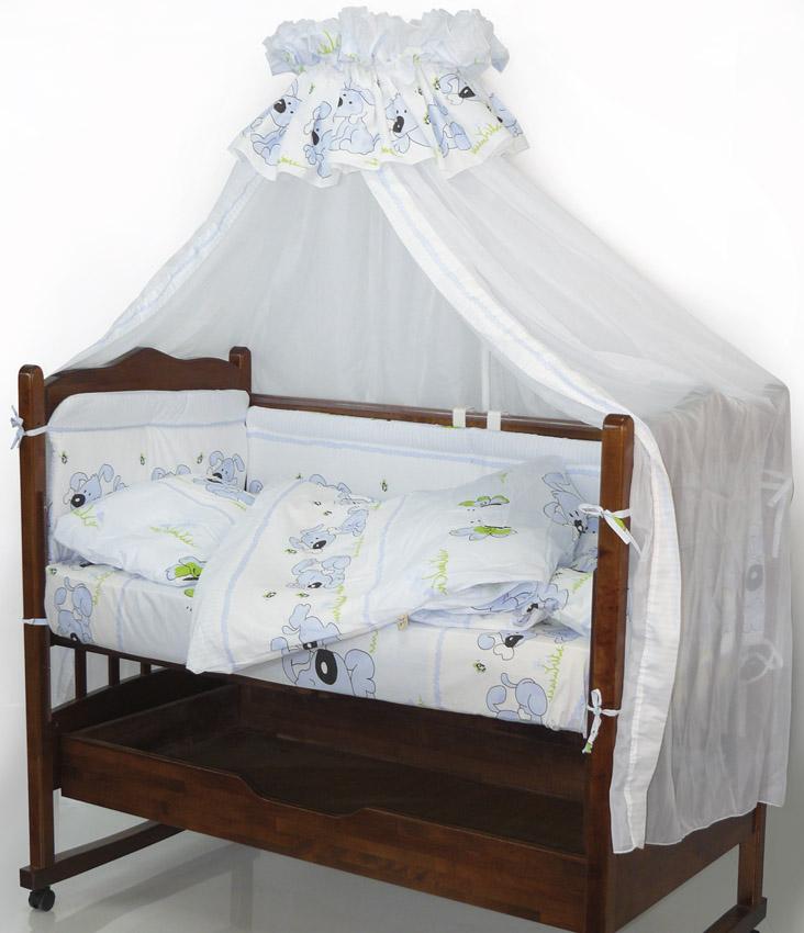 Топотушки Комплект детского постельного белья Дружок цвет голубой 7 предметов4630008871010Комплект постельного белья из 7 предметов включает все необходимые элементы для детской кроватки.Комплект создает для Вашего ребенка уют, комфорт и безопасную среду с рождения; современный дизайн и цветовые сочетания помогают ребенку адаптироваться в новом для него мире. Комплекты «Топотушки» хорошо вписываются в интерьер как детской комнаты, так и спальни родителей.Как и все изделия «Топотушки» данный комплект отражает самые последние технологии, является безопасным для малыша и экологичным. Российское происхождение комплекта гарантирует стабильно высокое качество, соответствие актуальным пожеланиям потребителей, конкурентоспособную цену. Балдахин 3м (вуаль); охранный бампер 360х50см. (из 4-х частей, наполнитель – холлофайбер); подушка 40х60см. (наполнитель – холлофайбер); одеяло 140х110см. (наполнитель – холлофайбер); наволочка 40х60см; пододеяльник 147х112см; простынь 140х95см.
