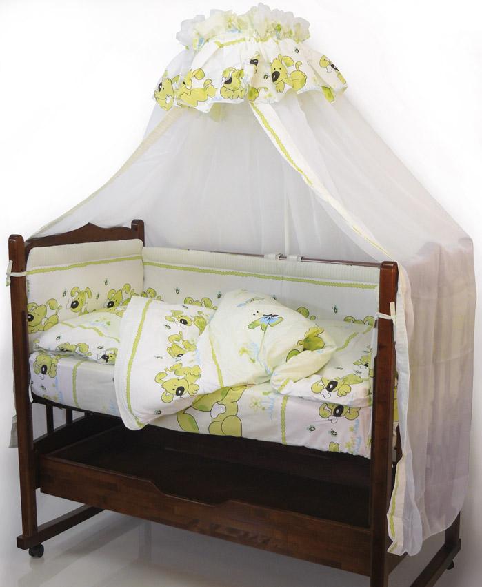 Топотушки Комплект детского постельного белья Дружок цвет зеленый 7 предметов4630008871034Комплект постельного белья из 7 предметов включает все необходимые элементы для детской кроватки.Комплект создает для Вашего ребенка уют, комфорт и безопасную среду с рождения; современный дизайн и цветовые сочетания помогают ребенку адаптироваться в новом для него мире. Комплекты «Топотушки» хорошо вписываются в интерьер как детской комнаты, так и спальни родителей.Как и все изделия «Топотушки» данный комплект отражает самые последние технологии, является безопасным для малыша и экологичным. Российское происхождение комплекта гарантирует стабильно высокое качество, соответствие актуальным пожеланиям потребителей, конкурентоспособную цену. Балдахин 3м (вуаль); охранный бампер 360х50см. (из 4-х частей, наполнитель – холлофайбер); подушка 40х60см. (наполнитель – холлофайбер); одеяло 140х110см. (наполнитель – холлофайбер); наволочка 40х60см; пододеяльник 147х112см; простынь 140х95см.