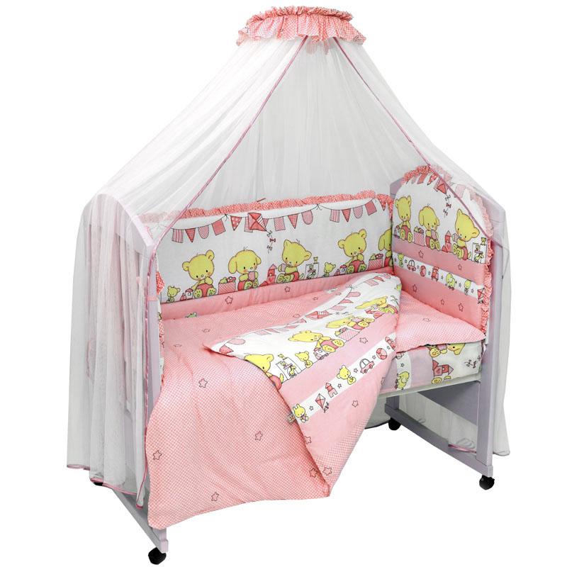 Топотушки Комплект детского постельного белья Звездочка цвет розовый 7 предметов725М/1_розовыйКомплект постельного белья из 7 предметов включает все необходимые элементы для детской кроватки.Комплект создает для Вашего ребенка уют, комфорт и безопасную среду с рождения; современный дизайн и цветовые сочетания помогают ребенку адаптироваться в новом для него мире. Комплекты «Топотушки» хорошо вписываются в интерьер как детской комнаты, так и спальни родителей.Как и все изделия «Топотушки» данный комплект отражает самые последние технологии, является безопасным для малыша и экологичным. Российское происхождение комплекта гарантирует стабильно высокое качество, соответствие актуальным пожеланиям потребителей, конкурентоспособную цену. Балдахин 5м (сетка); охранный бампер 360х50см. (из 4-х частей, наполнитель – холлофайбер); подушка 40х60см. (наполнитель – холлофайбер); одеяло 140х110см. (наполнитель – холлофайбер); наволочка 40х60см; пододеяльник 147х112см; простынь на резинке 120х60см