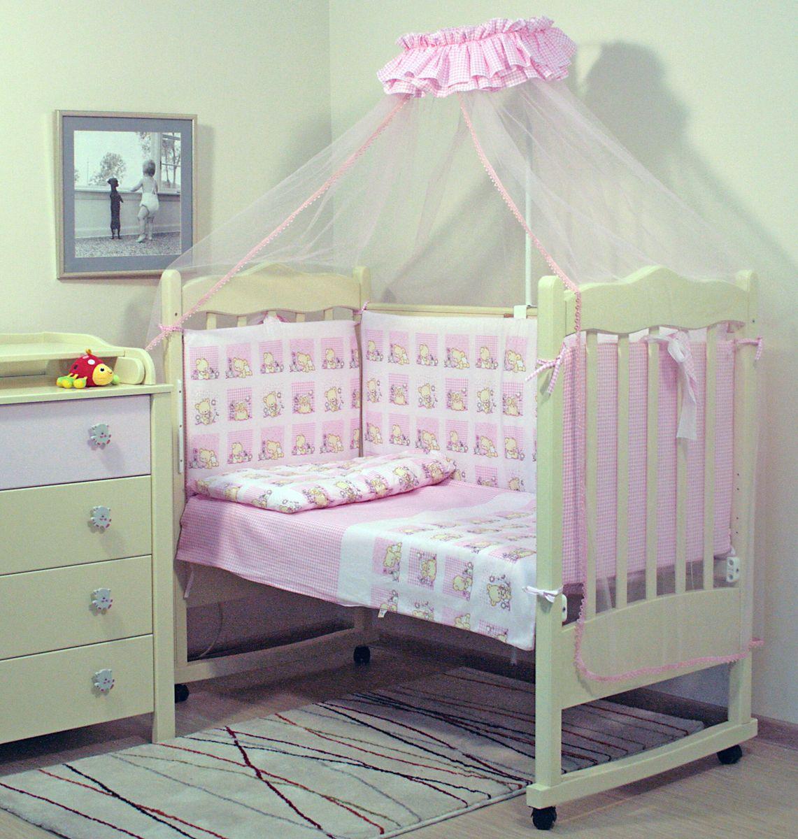 Топотушки Комплект детского постельного белья Мишутка цвет розовый 7 предметов4630008873823Комплект постельного белья из 7 предметов включает все необходимые элементы для детской кроватки. Комплект создает для Вашего ребенка уют, комфорт и безопасную среду с рождения; современный дизайн и цветовые сочетания помогают ребенку адаптироваться в новом для него мире. Комплекты «Топотушки» хорошо вписываются в интерьер как детской комнаты, так и спальни родителей. Как и все изделия «Топотушки» данный комплект отражает самые последние технологии, является безопасным для малыша и экологичным. Российское происхождение комплекта гарантирует стабильно высокое качество, соответствие актуальным пожеланиям потребителей, конкурентоспособную цену. Балдахин 3м (сетка); охранный бампер 360х50см. (из 4-х частей, наполнитель – холлофайбер); подушка 40х60см. (наполнитель – холлофайбер); одеяло 140х110см. (наполнитель – холлофайбер); наволочка 40х60см; пододеяльник 147х112см; простынь на резинке 120х60см