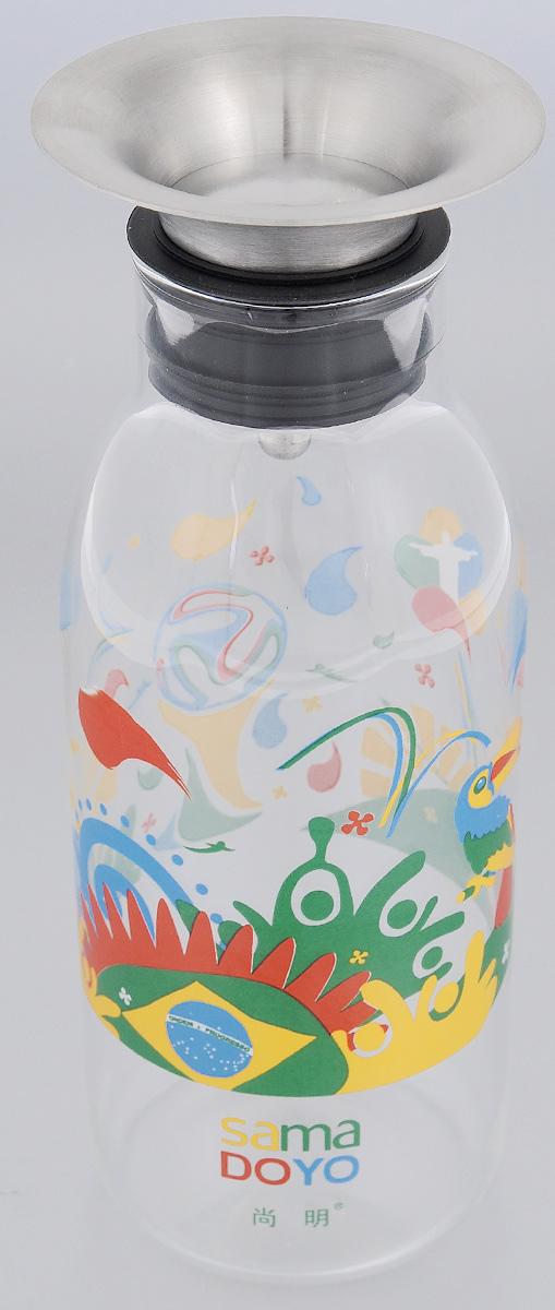 Бутылка заварочная Samadoyo для приготовления холодного чая, 700 мл02309Бутылка заварочная Samadoyo предназначена для приготовления всех видов холодного чая (ice tea), коктейлей на их основе, а также любых других напитков. Материал, из которого выполнена эта бутылка - боросиликатное жаропрочное стекло, позволяет заваривать в ней и напитки, требующие кипятка. Окись бора, добавленная в стекло при производстве, придает стеклу пластичность, оно не трескается при большой разнице температур. Фильтр, плотно закрывающий горлышко бутылки, выполнен из нержавеющей стали и пищевого силикона, имеет независимый механизм крышки, которая открывается и закрывается в зависимости от изменения угла наклона бутылки. Дизайн изделия выполнен в современном европейском стиле, будет хорошо выглядеть на вашем столе. Прозрачное стекло позволяет любоваться цветом напитка с любого угла обзора и оценить его качество. Высота бутылки (без учета крышки): 20 см. Диаметр по верхнему краю: 5 см.