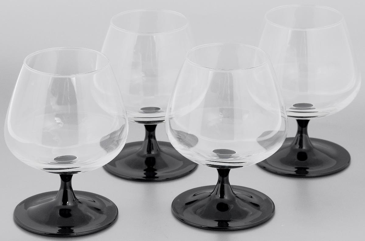 Набор фужеров для коньяка Luminarc Domino, 410 мл, 4 штJ3030Набор Luminarc Domino состоит из четырех фужеров, выполненных из высококачественного натрий-кальций-силикатного стекла. Фужеры предназначены для подачи коньяка и других крепких алкогольных напитков. Они сочетают в себе элегантный дизайн и функциональность. Благодаря такому набору пить напитки будет еще приятнее. Набор фужеров Luminarc Domino идеально подойдет для сервировки стола и станет отличным подарком к любому празднику. Можно мыть в посудомоечной машине. Диаметр фужера по верхнему краю: 6,1 см. Высота фужера: 13 см. Диаметр основания фужера: 8 см.