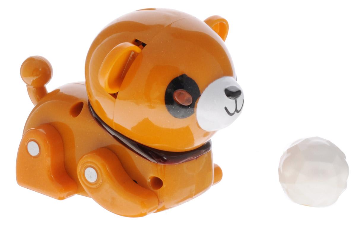 Mioshi Игрушка на инфракрасном управлении ФутболистMAC1210-003Игрушка на инфракрасном управлении Mioshi Футболист надолго займет вашего малыша и не позволит ему скучать. Игрушка выполнена в виде забавного щенка с подвижными лапками. Детализированный корпус модели изготовлен из пластика. Игрушка дополнена небольшими колесиками, которые позволяют ей ездить по любой гладкой поверхности. Пульт управления позволяет щеночку двигаться, вперед и назад, а кнопка ускорения обеспечит полный контроль над скоростью. При нажатии и удержании кнопки function будет активирован режим игры и щенок начнет следовать за мячиком. Во время игры глазки щенка светятся, звучит веселая мелодия, а лапки малыша двигаются. Ваш ребенок часами будет играть с этой веселой игрушкой, придумывая различные истории и устраивая соревнования. Порадуйте его таким замечательным подарком! Игрушка работает от двух аккумуляторных батареек 1,2 В (входят в комплект). Для работы пульта управления необходимо докупить 4 батарейки типа АА (в комплект не входят).