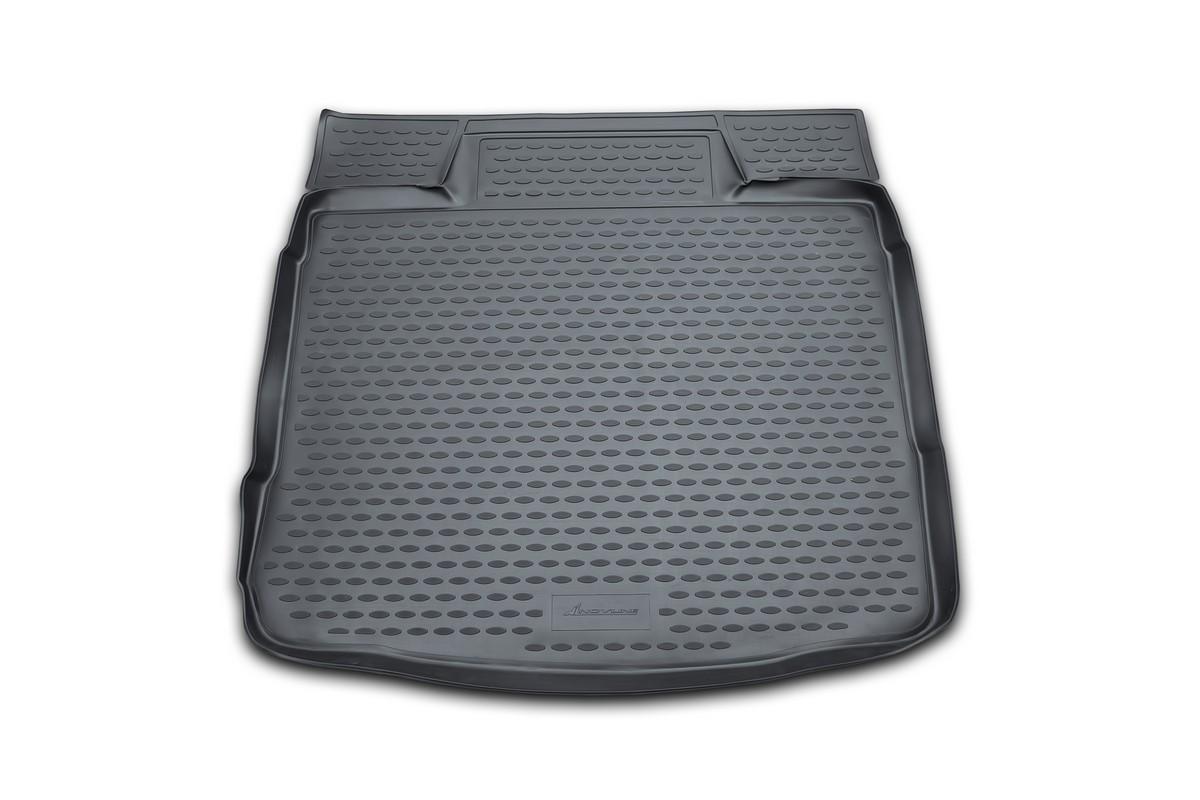 Коврик в багажник автомобиля Novline-Autofamily для VW Golf VI, 04/2009 -NLC.51.26.B11gАвтомобильный коврик в багажник позволит вам без особых усилий содержать в чистоте багажный отсек вашего авто и при этом перевозить в нем абсолютно любые грузы. Такой автомобильный коврик гарантированно защитит багажник вашего автомобиля от грязи, мусора и пыли, которые постоянно скапливаются в этом отсеке. А кроме того, поддон не пропускает влагу. Все это надолго убережет важную часть кузова от износа. Мыть коврик для багажника из полиуретана можно любыми чистящими средствами или просто водой. При этом много времени уборка не отнимет, ведь полиуретан устойчив к загрязнениям. Если вам приходится перевозить в багажнике тяжелые грузы, за сохранность автоковрика можете не беспокоиться. Он сделан из прочного материала, который не деформируется при механических нагрузках и устойчив даже к экстремальным температурам. А кроме того, коврик для багажника надежно фиксируется и не сдвигается во время поездки - это дополнительная гарантия сохранности вашего багажа. ...