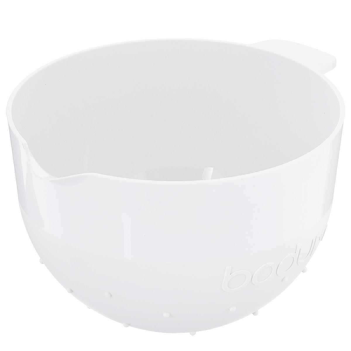 Миска Bodum Bistro, цвет: белый, 2,8 л11563-913BМиска Bodum Bistro изготовлена из пластика - легкого материала, который без усилий очищается и быстро сохнет. Вы сможете использовать ее для замешивания теста, приготовления салата, мытья овощей и многих других кулинарных нужд. Миска оснащена носиком и ручкой. Также она имеет дополнительный слой резины на ручке и на нижней поверхности, благодаря чему не скользит по поверхности стола. Миску можно помещать в микроволновую печь и мыть в посудомоечной машине. Диаметр миски (по верхнему краю): 20,5 см. Высота стенок: 14,5 см. Объем: 2,8 л.