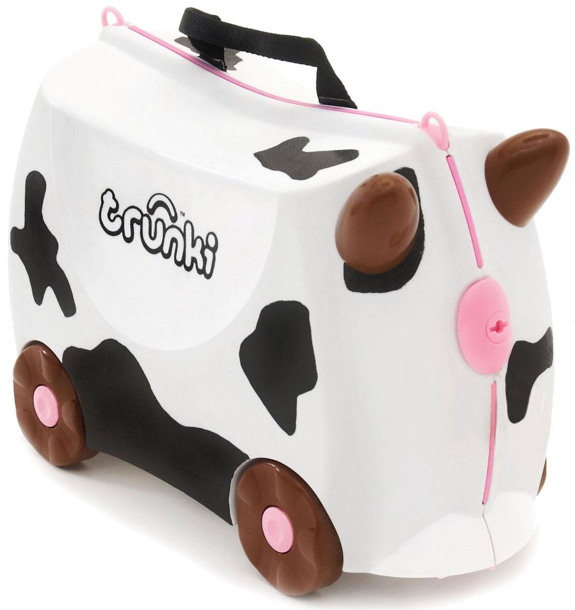 Trunki Чемодан-каталка Корова Фрида0047-GB01Детский чемодан-каталка Trunki Корова Фрида - оригинальный чемодан на колесах, созданный, чтобы избавить маленьких путешественников от скуки и усталости. Корпус чемодана выполнен в форме седла, чтобы маленькому наезднику было комфортно сидеть. Чемодан представлен в белом цвете с черными пятнами в виде коровы. Малыш может держаться за специальные рожки на передней части чемодана. Форма рожек специально разработана для детских ручек. Чемодан имеет 4 колеса и стабилизаторы, которые не позволят чемодану опрокинуться. Для переноски у чемодана предусмотрены 2 текстильные ручки, а также ремень через плечо, который можно использовать для буксировки чемодана. Чемодан содержит вместительное отделение с фиксирующейся Х- образной резинкой. Также в чемодане имеется длинный кармашек для мелочей. Закрывается чемодан на две защелки. Крышка чемодана плотно прилегает к основанию, уплотнитель между ними не позволит мелким предметам выпасть из него. Чемодан-каталка Trunki...
