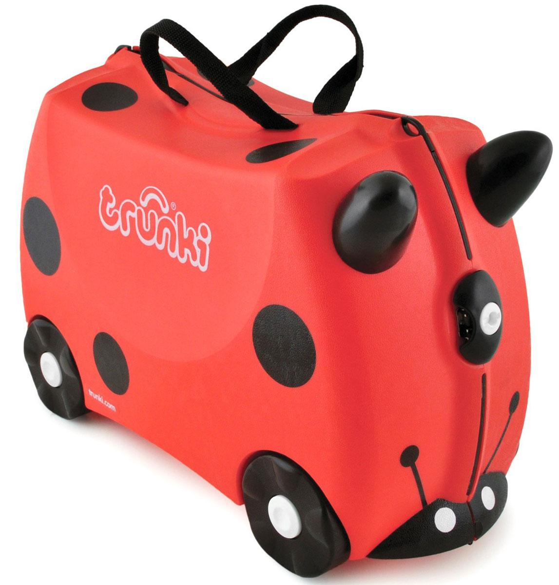 Trunki Чемодан-каталка Божья коровка0092-GB01-P1Детский чемодан-каталка Trunki Божья коровка - оригинальный чемодан на колесах, созданный, чтобы избавить маленьких путешественников от скуки и усталости. Корпус чемодана выполнен в форме седла, чтобы маленькому наезднику было комфортно сидеть. Его расцветка напоминает божью коровку, и когда катишься на нем, можно представлять, что летишь над землей на спине гигантского насекомого. Малыш может держаться за специальные рожки на передней части чемодана. Форма рожек специально разработана для детских ручек. Чемодан имеет 4 колеса и стабилизаторы, которые не позволят чемодану опрокинуться. Для переноски у чемодана предусмотрены 2 текстильные ручки, а также ремень через плечо, который можно использовать для буксировки чемодана. Чемодан содержит вместительное отделение с фиксирующейся Х- образной резинкой. Также в чемодане имеется длинный кармашек для мелочей. Закрывается чемодан на две защелки. Крышка чемодана плотно прилегает к основанию, уплотнитель между...