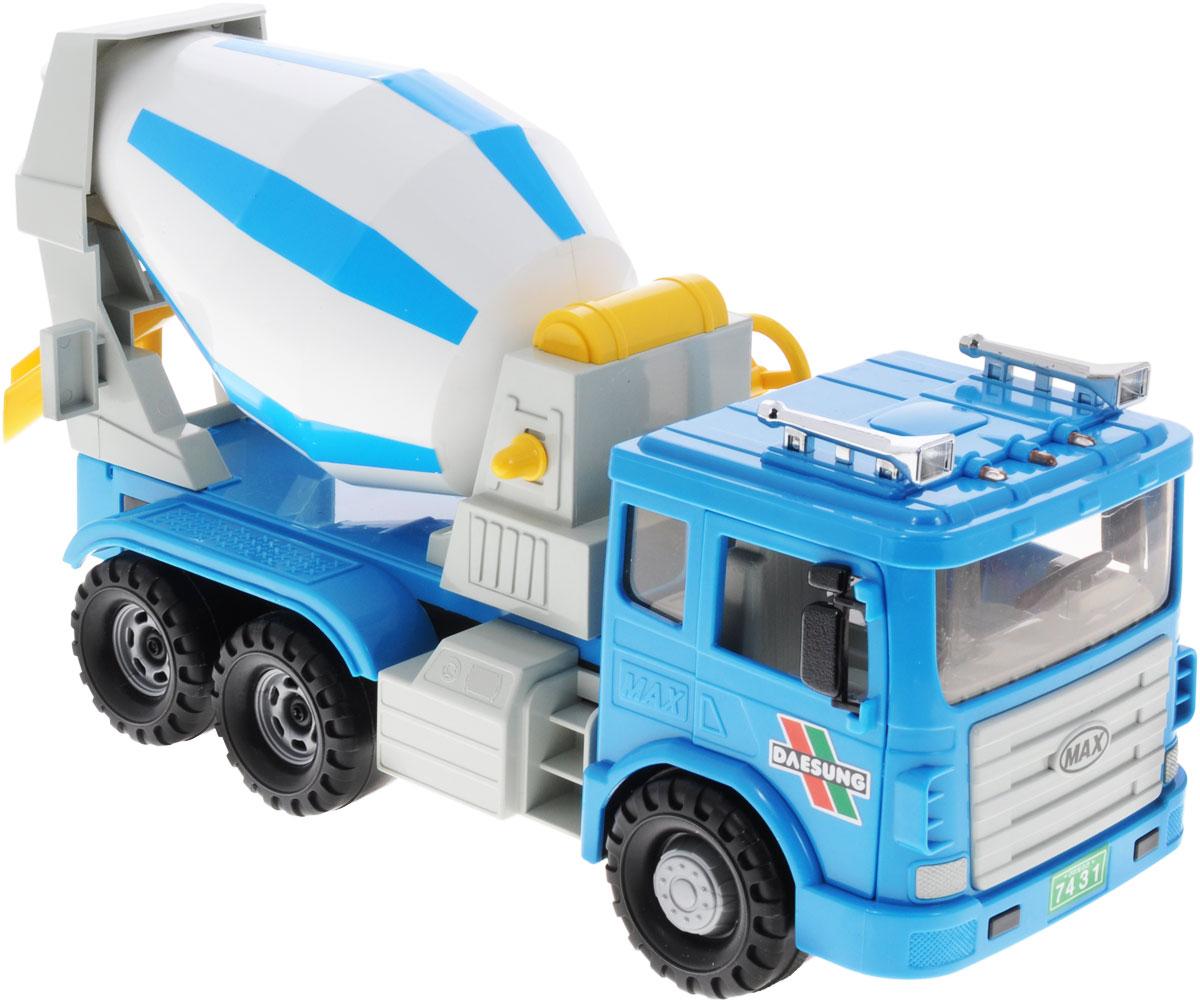 Daesung Бетономешалка955-1Бетономешалка Daesung, выполненная из безопасного пластика, станет любимой игрушкой вашего малыша. Машинка дополнена подвижной бочкой для бетона, которая приводится в движении вращением специальной ручки. Дверцы кабины водителя открываются. Рельефные колеса обеспечивают надежное сцепление с любой поверхностью пола. Игры с этой яркой машинкой развивают концентрацию внимания, координацию движений, мелкую и крупную моторику, цветовое восприятие и воображение. Ваш ребенок будет часами играть с этой машинкой, придумывая различные истории.