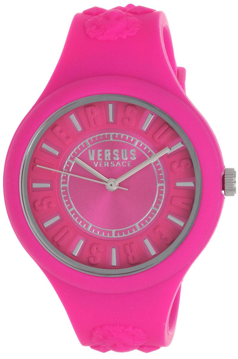 Часы наручные женские Versus Versace, цвет: розовый. SOQ030015SOQ030015Элегантные женские часы Versus Versace выполнены из каучука и минерального стекла. Циферблат часов дополнен символикой бренда. Корпус часов оснащен кварцевым механизмом Citizen_2035, имеет степень влагозащиты равную 5 atm, а также дополнен устойчивым к царапинам минеральным стеклом. Ремешок часов оснащен классической пряжкой, которая позволит с легкостью снимать и надевать изделие. Изделие поставляется в фирменной упаковке. Часы Versus Versace подчеркнут изящность женской руки и отменное чувство стиля у их обладательницы.