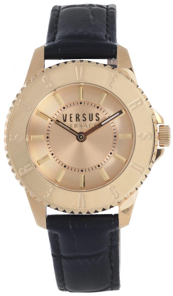 Часы наручные женские Versus Versace, цвет: черный, золотой. SH7160015SH7160015Элегантные женские часы Versus Versace выполнены из нержавеющей стали, натуральной кожи и минерального стекла. Циферблат часов дополнен символикой бренда, а кожаный ремешок оформлен тиснением под рептилию. Корпус часов оснащен кварцевым механизмом Citizen_2035, имеет степень влагозащиты равную 5 atm, а также дополнен устойчивым к царапинам минеральным стеклом. Ремешок часов оснащен классической пряжкой, которая позволит с легкостью снимать и надевать изделие. Изделие поставляется в фирменной упаковке. Часы Versus Versace подчеркнут изящность женской руки и отменное чувство стиля у их обладательницы.