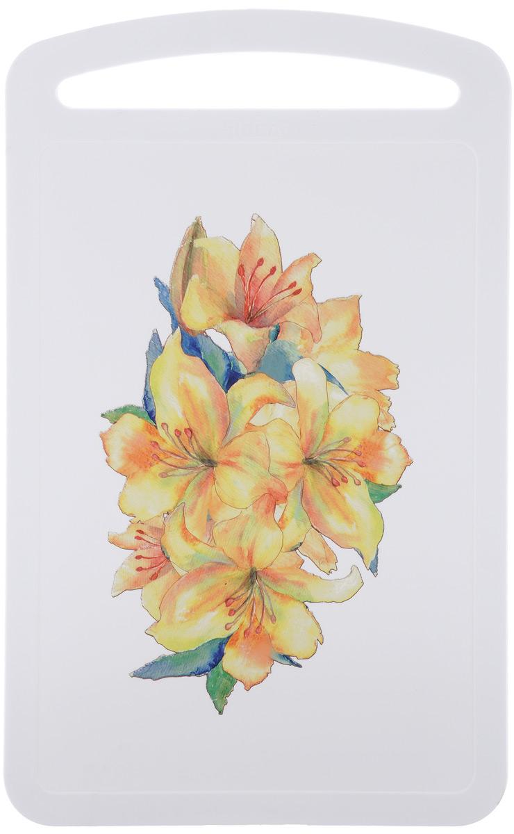 Доска разделочная Idea Желтый цветок, 19,5 х 31,5 смМ 1576Разделочная доска Idea Желтый цветок, выполненная из высокопрочного пищевого полипропилена, украшена красивым цветочным рисунком. Она станет незаменимым атрибутом приготовления пищи. Доска устойчива к повреждениям и не впитывает запахи, идеально подходит для разделки мяса, рыбы, приготовления теста и для нарезки любых продуктов. Изделие снабжено ручкой и желобками по краю для стока жидкости.