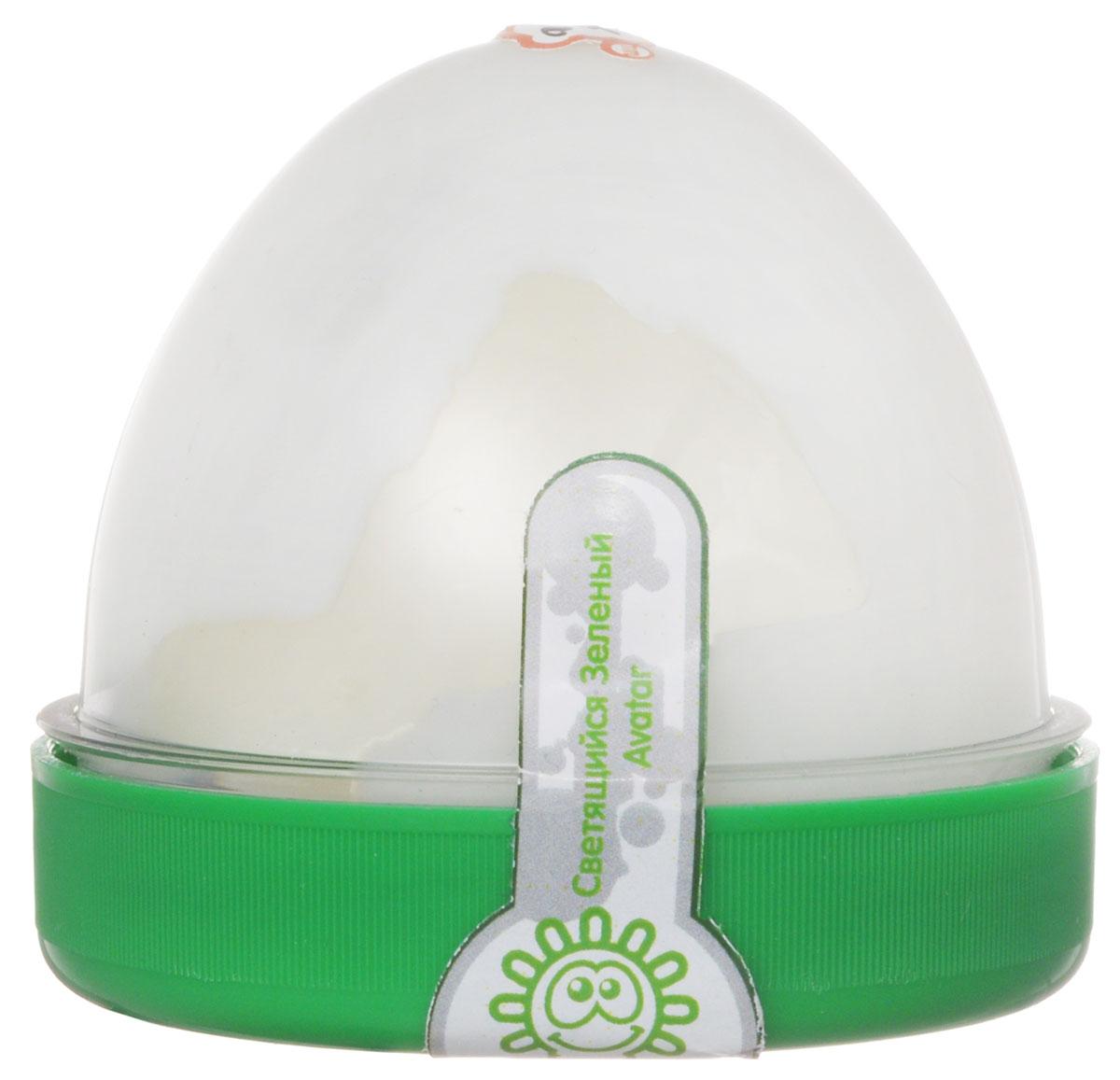 Жвачка для рук ТМ HandGum, цвет: зеленый, светящаяся в темноте, 70 г10291Жвачка для рук Hand Gum светящаяся в темноте зеленым светом подарит вам позитив и хорошие эмоции. Она радует глаз и дарит нежные тактильные ощущения, способствуя хорошему настроению. Жвачка для рук изготовлена из упругого, пластичного и приятного на ощупь материала, ее можно растягивать, как резину, а если сильно дернуть, то можно порвать. Из нее отлично получаются скульптуры, которые живут считанные минуты, постепенно превращаясь в лужи. Прилепите ее на дверную ручку - и он капнет, скатайте шарик и ударьте об пол - он подпрыгнет. Кубик, кстати, тоже подпрыгнет, но совсем не туда, куда ожидается. Характеристики: Цвет: зеленый. Вес: 70 г. Размер упаковки: 5,5 см х 6 см х 6 см.