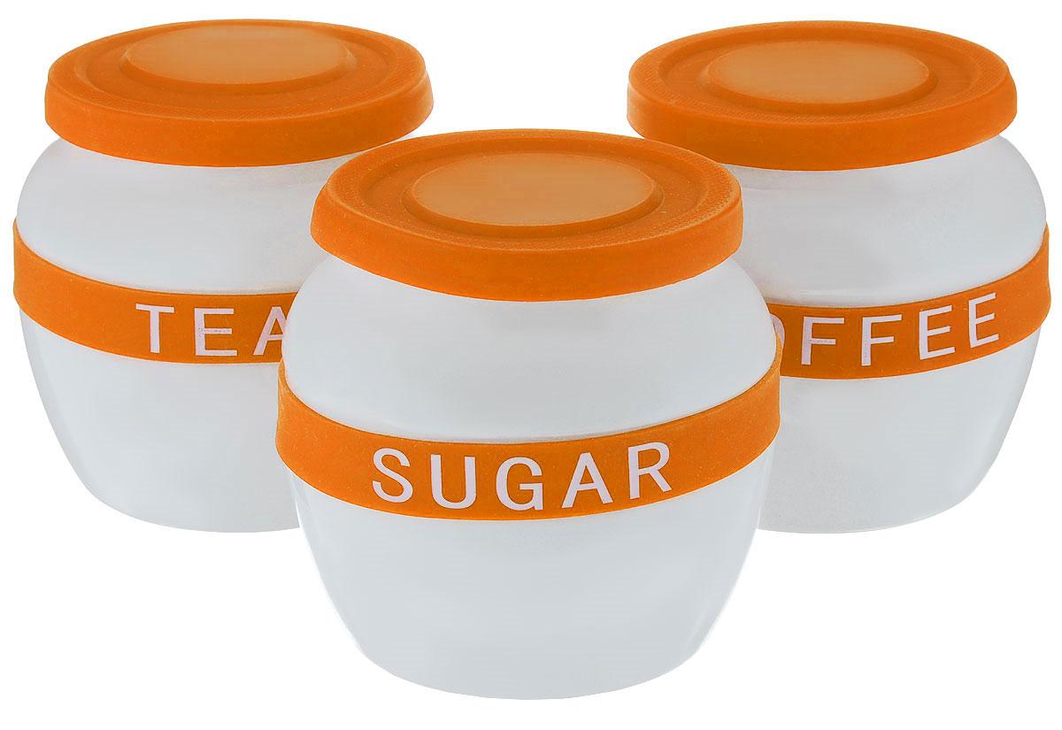 Набор банок для сыпучих продуктов Mayer & Boch, цвет: белый, оранжевый, 3 шт21638Банки для сыпучих продуктов Mayer & Boch изготовлены из прочной керамики высокого качества. Изделия оснащены крышками и ободками, выполненными из высококачественного силикона. На ободках расположены надписи, идентифицирующие содержимое банок. Гладкая и ровная поверхность обеспечивает легкую чистку. В комплект входит 3 банки для хранения сахара, кофе и чая. Изысканный и утонченный дизайн сделает такие банки не просто емкостью для сыпучих продуктов, а настоящим предметом декора, который стильно дополнит ваш кухонный интерьер. Можно мыть в посудомоечной машине. Объем: 700 мл. Диаметр (по верхнему краю): 10 см. Диаметр дна: 9 см. Высота банок (без учета крышки): 11,5 см.