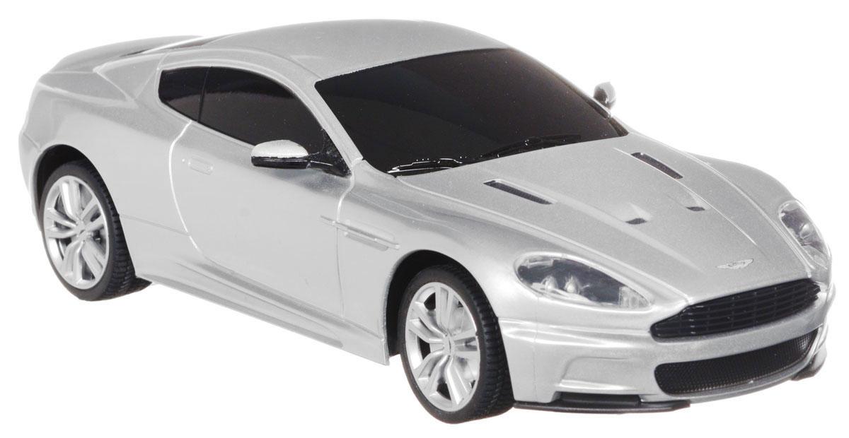 Rastar Радиоуправляемая модель Aston Martin DBS Coupe цвет серебристый масштаб 1:2440200Радиоуправляемая модель Rastar Aston Martin DBS Coupe станет отличным подарком любому мальчику! Все дети хотят иметь в наборе своих игрушек ослепительные, невероятные и крутые автомобили на радиоуправлении. Тем более, если это автомобиль известной марки с проработкой всех деталей, удивляющий приятным качеством и видом. Одной из таких моделей является автомобиль на радиоуправлении Rastar Aston Martin DBS Coupe. Это точная копия настоящего авто в масштабе 1/24. Авто обладает неповторимым провокационным стилем. Потрясающая маневренность, динамика и покладистость - отличительные качества этой модели. Возможные движения: вперед, назад, вправо, влево, остановка. При движении у машинки загораются фары. Пульт управления работает на частоте 27 MHz. Для работы игрушки необходимы 3 батарейки типа АА (не входят в комплект). Для работы пульта управления необходимы 2 батарейки типа АА (не входят в комплект).