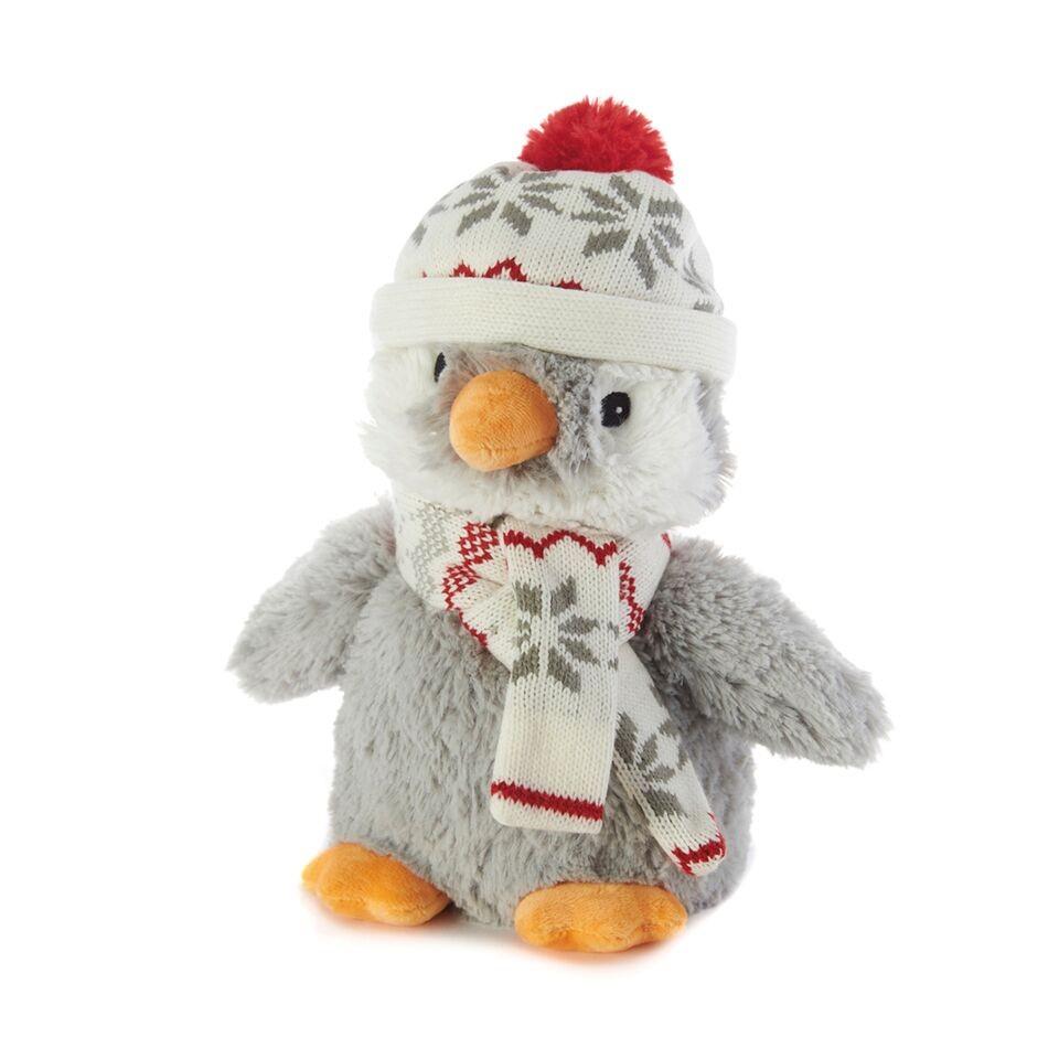 Warmies Игрушка-грелка Пингвин в шапочкеCP-PEN-3Положите игрушку на 1-2 минуты в микроволновую печь, и она будет греть вас на протяжении 3-4 часов. Игрушки полностью безопасны - состоят из натурального наполнителя: зерен проса и сушеной лаванды. Просо удерживает тепло долгое время, а лаванда обладает успокаивающим, расслабляющим эффектом, помогает заснуть. Лечебные свойства лаванды помогают при простудных заболеваниях. Не стирать - специальный шелковый мех легко очищается влажной тряпкой. Производитель: английская компания Intelex. Товар сертифицирован на территории России, Казахстана и Республики Беларусь. Для детей от 3х лет.