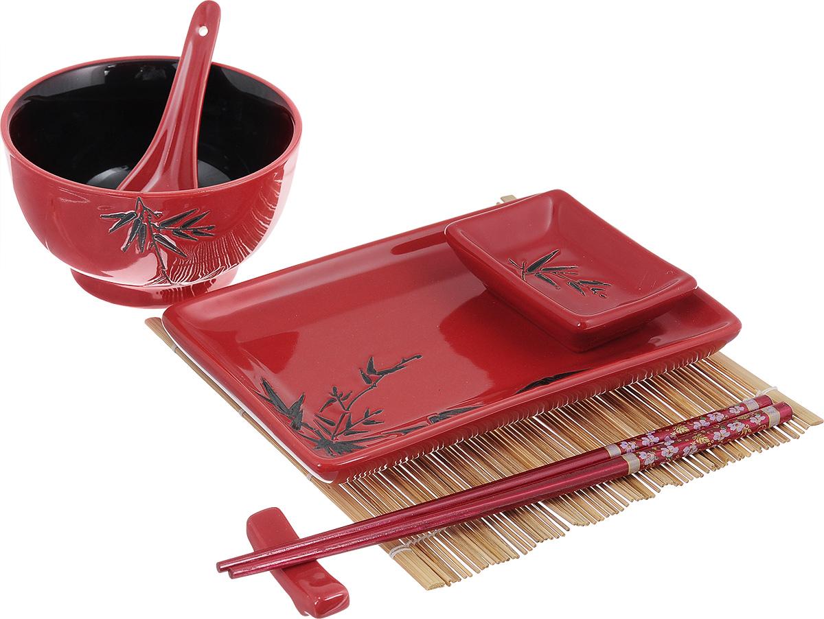 Набор для суши Elan Gallery Бамбук на красном, цвет: красный, черный, 7 предметов940070Набор для суши идеален в качестве подарка любителям восточной кухни. В комплекте одно блюдо для суши, одно блюдо для соуса, один коврик, одна подставка для палочек, одна пиала, один набор палочек, одна керамическая ложка. Набор оформлен в традиционных цветах Востока и впишется в любой интерьер. Можно использовать в микроволновой печи. Изделие в подарочной упаковке. Набор для суши Elan Gallery Бамбук на красном, выполненный из керамики, идеален в качестве подарка любителям восточной кухни. В комплект входят: - блюдо для суши, - блюдо для соуса, - коврик, - подставка для палочек, - пиала, - набор палочек, - ложка. Данный набор идеально подойдет для грамотной и красивой сервировки стола. Размер блюда для суши: 19,5 х 12,5 х 3 см. Размер блюда для соуса: 9 х 6 х 2,5 см. Размер коврика: 20,5 х 20 см. Размер подставки для палочек: 5,5 х 1,5 х 2 см. Диаметр пиалы (по верхнему краю): 13 см. Высота пиалы: 7...