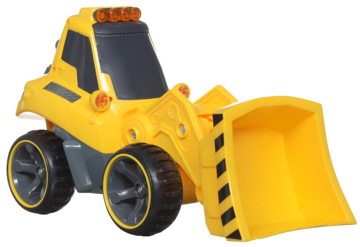 Silverlit Бульдозер на радиоуправлении81113CБульдозер Silverlit на радиоуправлении обязательно привлечет внимание и взрослого, и ребенка и понравится любому, кто увлекается автомобилями. С помощью сменных агрегатов, бульдозер может превратиться во фронтальный погрузчик или в снегоуборочную машину. Полнофункциональное управление - вперед-назад, влево-вправо, пропорциональное точное управление скоростью, реалистичные звуковые эффекты, световые эффекты - горят сигнальные фонари на кабине бульдозера. Оригинальный пульт управления - в виде рации. И еще одна особенность - с одного пульта управления можно управлять различными строительными машинами серии Power in Fun: кроме бульдозера, еще и самосвалом или тягачом. У бульдозера есть сменные агрегаты - вилы для погрузчика и отвальной плуг для снегоуборочной машины. Рабочий агрегат на бульдозере - подвижный, но управляется механически. На пульте управления расположены кнопки управления звуковыми эффектами - мотор и сигнал, световыми эффектами - сигнальные огни на кабине,...