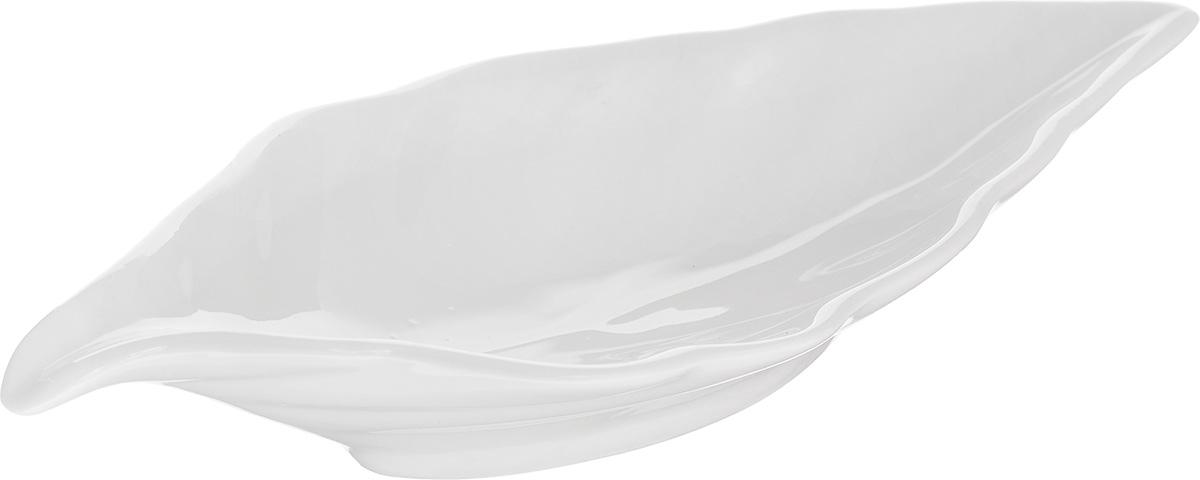 Блюдо сервировочное Walmer Leaf, цвет: белый, 18 х 8,5 смW10100018Блюдо сервировочное Walmer Leaf изготовлено из высококачественного фарфора в виде листка. Блюдо - необходимая вещь при застолье. Вы можете использовать его для закусок, сырной нарезки, колбасных изделий и, конечно, горячих блюд. Оригинальное сервировочное блюдо станет изысканным украшением вашего праздничного стола. Размер блюда (по верхнему краю): 18 х 8,5 см.