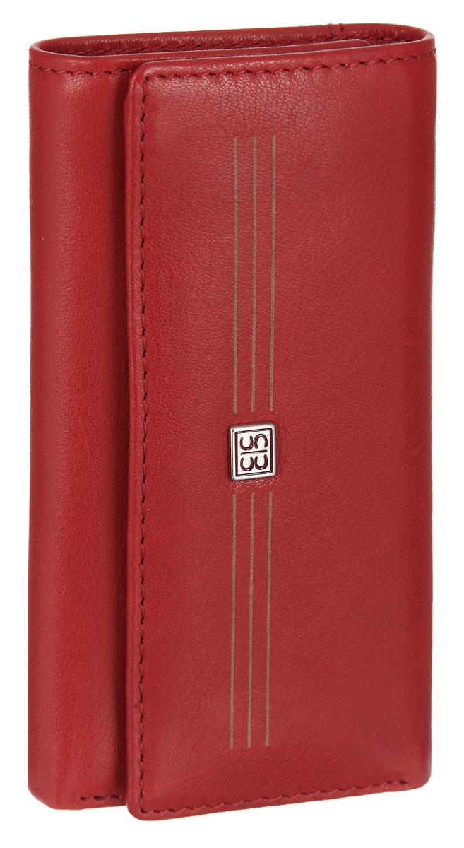 Ключница Sergio Belotti, цвет: красный. 17311731 west redСтильная ключница Sergio Belotti выполнена из натуральной кожи. Изделие оформлено металлической фурнитурой с символикой бренда. Ключница раскладывается пополам и закрывается на кнопки. Внутри изделие содержит шесть карабинов для ключей, отделение для купюр, отделение для мелочи на кнопке, а также кармашек для магнитного ключа. Изделие поставляется в фирменной упаковке. Ключница Sergio Belotti станет отличным подарком для человека, ценящего качественные и практичные вещи.