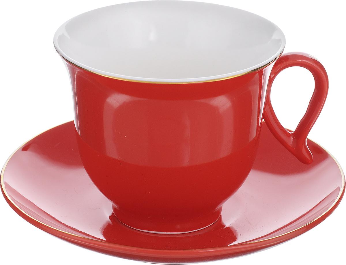 Чайная пара Loraine, цвет: красный, золотистый, 2 предмета24740Чайная пара Loraine состоит из чашки и блюдца, изготовленных из костяного фарфора высшего качества, отличающегося необыкновенной прочностью и небольшим весом. Яркий дизайн, несомненно, придется вам по вкусу. Чайная пара Loraine украсит ваш кухонный стол, а также станет замечательным подарком к любому празднику. Объем чашки: 220 мл. Диаметр чашки (по верхнему краю): 9,5 см. Высота чашки: 7,8 см. Диаметр блюдца: 14,5 см. Высота блюдца: 2,4 см.