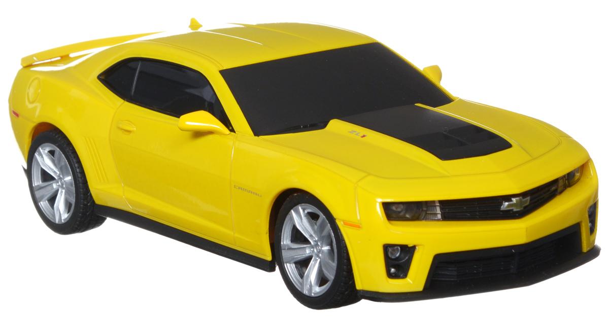 Welly Радиоуправляемая модель Chevrolet Camaro ZL184017Радиоуправляемая модель Welly Chevrolet Camaro ZL1 обязательно привлечет внимание взрослого и ребенка и понравится любому, кто увлекается автомобилями. Маневренная и реалистичная уменьшенная копия Chevrolet Camaro ZL1 выполнена в точной детализации с настоящим автомобилем в масштабе 1/24. Управление машинкой происходит с помощью пульта. Автомобиль двигается вперед и назад, поворачивает направо и налево. Радиус действия пульта - 8 метров. Колеса игрушки прорезинены и обеспечивают плавный ход, машинка не портит напольное покрытие. Радиоуправляемые игрушки способствуют развитию координации движений, моторики и ловкости. Ваш ребенок часами будет играть с моделью, придумывая различные истории и устраивая соревнования. Порадуйте его таким замечательным подарком! Питание: для работы машинки - 3 батарейки напряжением 1,5V типа АА; для работы пульта - 2 батарейки напряжением 1,5V типа АА (не входят в комплект).