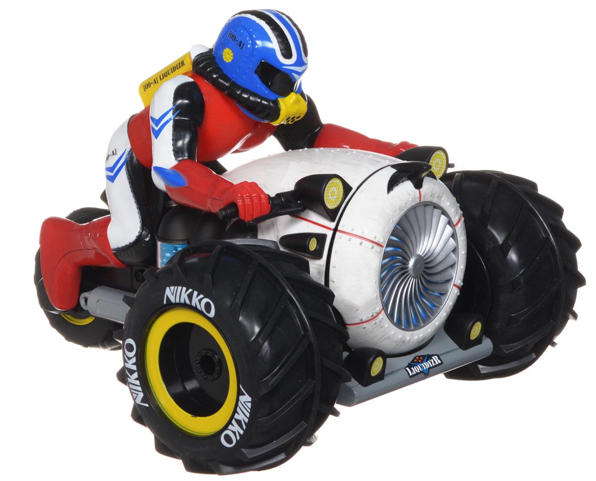 Nikko Трицикл на радиоуправлении Liquidizr900016Трицикл с гонщиком на радиоуправлении Liquidizr обязательно привлечет внимание взрослого и ребенка и понравится любому, кто увлекается автомобилями и мотоциклами. Яркая оригинальна игрушка трицикл-амфибия, имеет уникальную проходимость, он может плавать на воде и ездить по снегу, песку и грязи, при опрокидывании сам встает на колеса. Но нельзя полностью погружать под воду! Моделью легко управлять и любая гонка принесет удовольствие. Управление игрушкой происходит с помощью удобного пульта. Трицикл двигается вперед и назад, поворачивает направо и налево. Трицикл изготовлен из пластика с металлическими элементами. Колеса игрушки прорезинены, они обеспечивают плавный ход и не портят напольное покрытие. Радиоуправляемые игрушки способствуют развитию координации движений, моторики и ловкости. Ваш ребенок часами будет играть с моделью, придумывая различные истории и устраивая соревнования. Порадуйте его таким замечательным подарком! Игрушка работает...