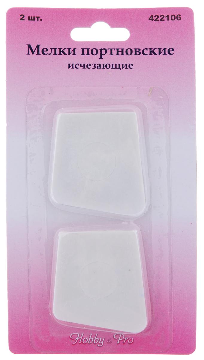 Мелки портновские Hobby&Pro, исчезающие, 2 шт7707265Портновские исчезающие мелки Hobby&Pro используются для нанесения меловых линий на ткань при раскрое или корректировке. Мел остается на ткани в течение 24-36 часов. Исчезает сразу после отпаривания, не оставляет пятен. Размер мелка: 4 х 4,4 см.