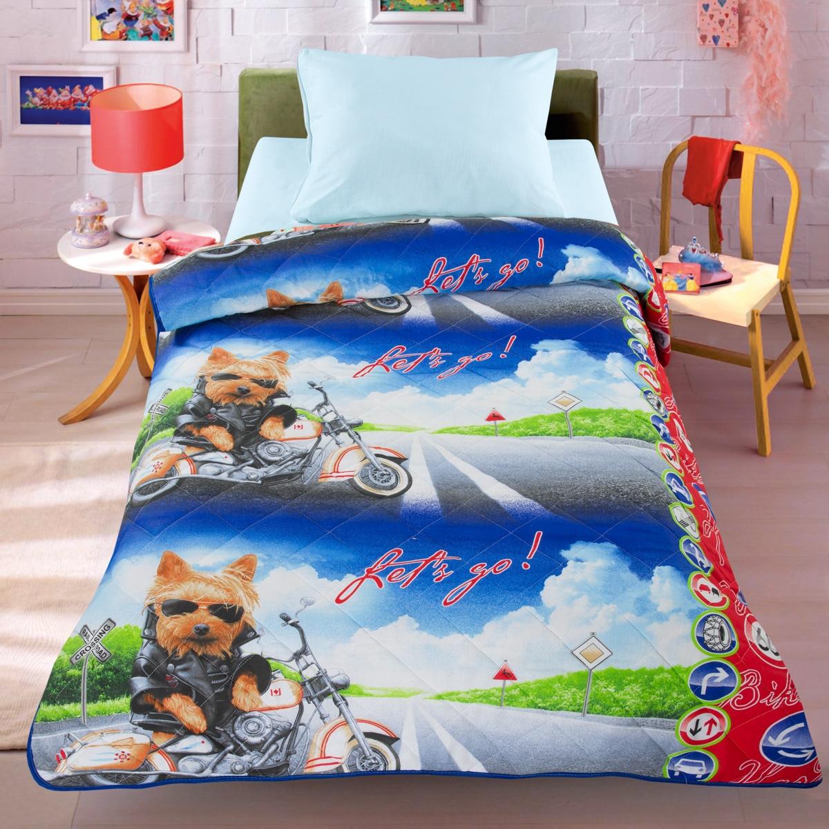 Letto Покрывало-одеяло цвет синийОдеяло-покрывало СупербайкЛегкое оригинальное покрывало в чехле будет радовать вашего малыша в течение всего года. Сидеть на таком покрывале будет приятно и комфортно - ведь оно выполнено из 100% хлопка. К тому же одеяло можно использовать и как одеяло на детскую кровать. Наполнитель - силиконизированное волокно. Вашему ребенку не будет жарко под таким одеялом, а это значит от не будет раскрываться. Оно подлежит машинной стирке при температуре 30 гр., строго на деликатном режиме. 140*205