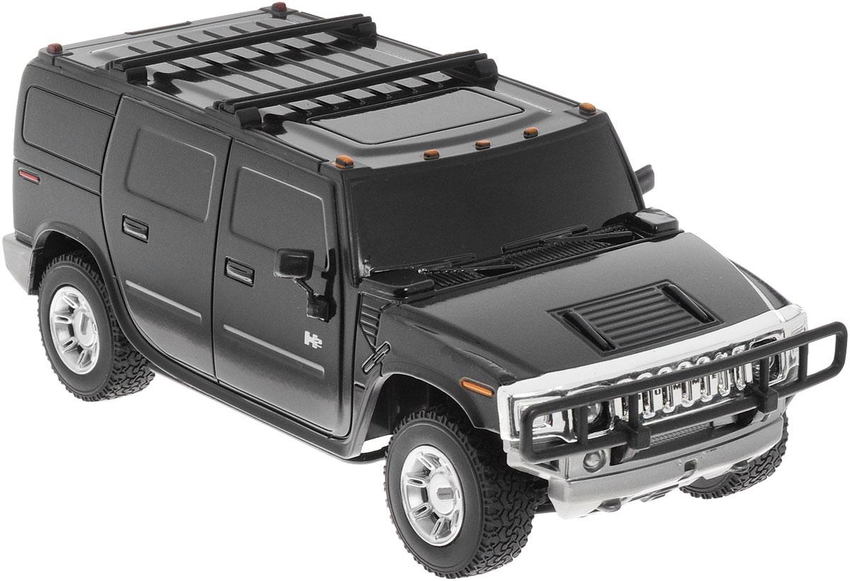 Rastar Радиоуправляемая модель Hummer H2 цвет черный масштаб 1:2728500Радиоуправляемая модель Hummer H2 обязательно привлечет внимание взрослого и ребенка и понравится любому, кто увлекается автомобилями. Маневренная и реалистичная уменьшенная копия Hummer H2 выполнена в точной детализации с настоящим автомобилем в масштабе 1:27. Управление машинкой происходит с помощью пульта. Машинка двигается вперед и назад, поворачивает направо, налево и останавливается. Во время езды у нее можно включать свет фар. Колеса игрушки прорезинены и обеспечивают плавный ход, машинка не портит напольное покрытие. Радиоуправляемые игрушки способствуют развитию координации движений, моторики и ловкости. Ваш ребенок часами будет играть с моделью, придумывая различные истории и устраивая соревнования. Порадуйте его таким замечательным подарком! Машина работает от 3 батареек напряжением 1,5V типа АА (не входят в комплект). Пульт управления работает от 2 батареек напряжением 1,5V типа АА (не входят в комплект).