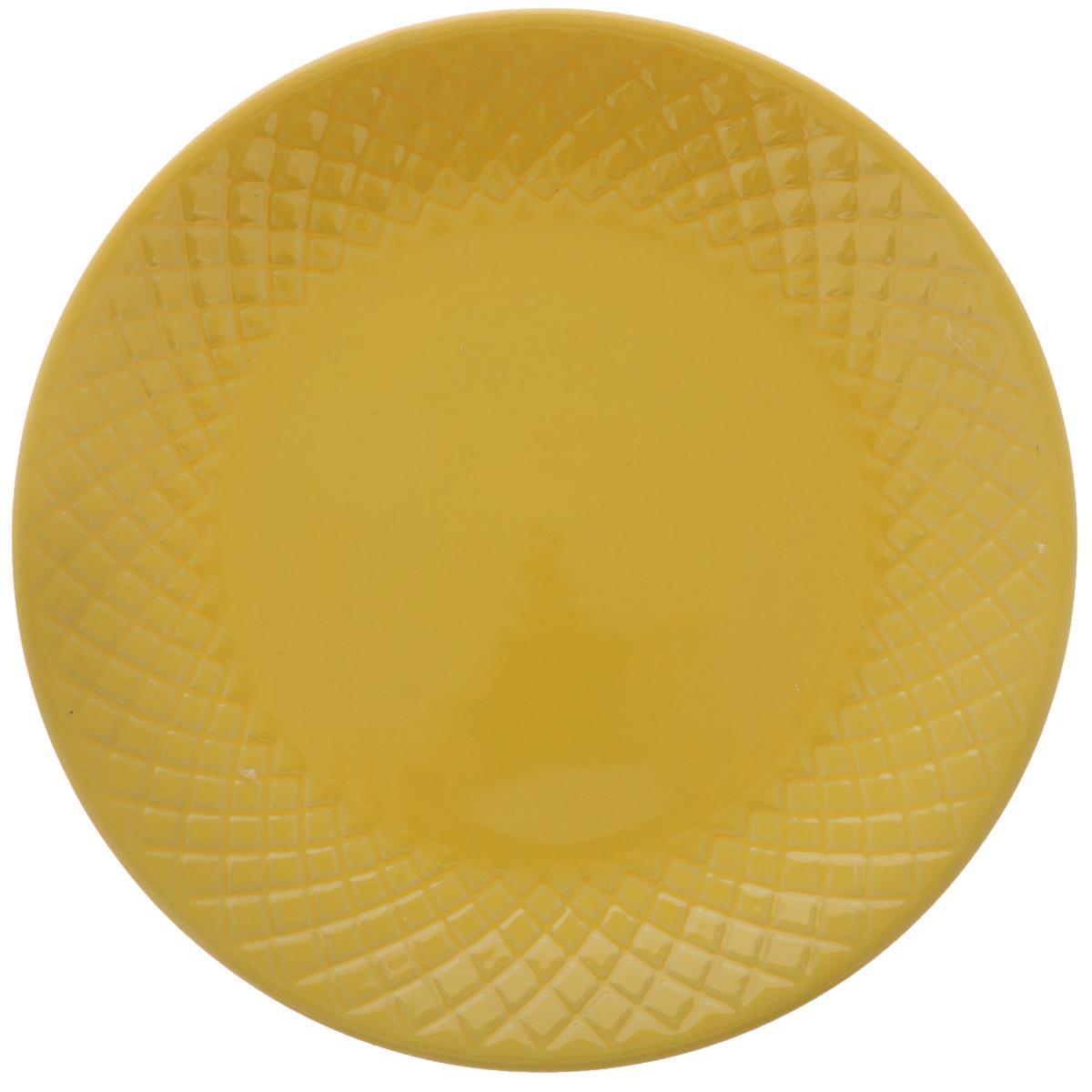 Тарелка обеденная Walmer Amber, цвет: желтый, диаметр 20 смW06132020Обеденная тарелка Walmer Amber, изготовленная из высококачественной керамики, имеет изысканный внешний вид. Яркий дизайн придется по вкусу и ценителям классики, и тем, кто предпочитает утонченность. Тарелка Walmer Amber идеально подойдет для сервировки стола и станет отличным подарком к любому празднику. Диаметр (по верхнему краю): 20 см