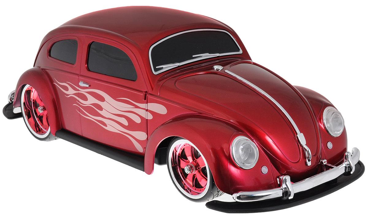 Maisto Радиоуправляемая модель Volkswagen Beetle цвет красный81041Радиоуправляемая модель Фольксваген Beetle ярко-красного цвета является точной уменьшенной копией настоящего автомобиля. Модель выполнена из прочных материалов, шины выполнены из резины, двери машинки украшены аэрографией в виде языков пламени. Машинка при помощи пульта управления движется вперед, дает задний ход, поворачивает влево и вправо, останавливается. С помощью пульта управления также можно контролировать свет передних и задних фар (выключение, ближний свет, дальний свет). Модель развивает хорошую скорость и обладает высокой стабильностью движения, что позволяет полностью контролировать процесс, управляя уверенно и без суеты. Пульт управления имеет три частоты, что позволяет одновременно управлять 2-3 моделями. Такая машинка станет отличным подарком не только любителю автомобилей, но и человеку, ценящему оригинальность и изысканность, а качество исполнения представит такой подарок в самом лучшем свете.