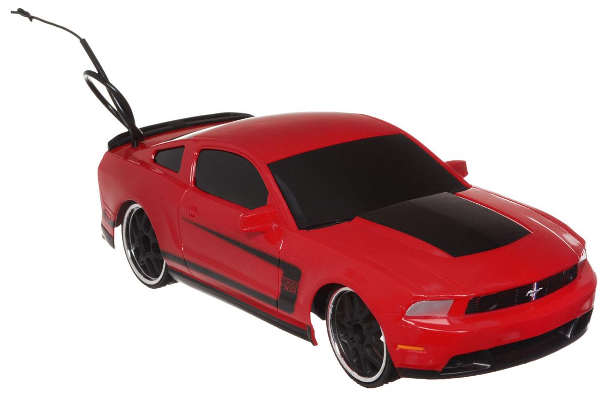 Jada Радиоуправляемая модель Ford Mustang Boss 302 цвет красный84210-2Радиоуправляемая модель Jada Ford Mustang Boss 302 привлечет к себе внимание не только детей, но и взрослых. Машина является точной уменьшенной копией настоящего автомобиля в масштабе 1:16. Машина при помощи пульта управления движется вперед, дает задний ход, поворачивает влево и вправо, останавливается. Модель обладает высокой стабильностью движения, что позволяет полностью контролировать его процесс, управляя уверенно без суеты. Радиоуправляемые игрушки способствуют развитию координации движений, моторики и ловкости. Такая модель автомобиля станет отличным подарком человеку, ценящему оригинальность и изысканность, а качество исполнения представит такой подарок в самом лучшем свете. Машина работает от встроенного аккумулятора, который заряжается при помощи USB-кабеля (входит в комплект). Пульт работает от 2 батареек типа АА (входят в комплект).