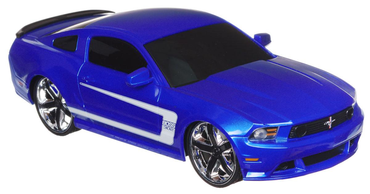 Jada Радиоуправляемая модель Ford Mustang Boss 302 цвет синий83022-2Радиоуправляемая модель Jada Chevy Camaro SS синего цвета является точной уменьшенной копией настоящего автомобиля в масштабе 1:24. Все дети хотят иметь в наборе своих игрушек ослепительные, невероятные и модные автомобили на радиоуправлении. Тем более, если это автомобиль известной марки с проработкой всех деталей, удивляющий приятным качеством и видом. Машина при помощи пульта управления движется вперед, дает задний ход, поворачивает влево и вправо, останавливается. Машина обладает высокой стабильностью движения, что позволяет полностью контролировать его процесс, управляя уверенно и без суеты. Такая модель автомобиля станет отличным подарком человеку, ценящему оригинальность и изысканность, а качество исполнения представит такой подарок в самом лучшем свете. Машина работает от 3 батареек типа АА напряжением 1,5V, пульт работает от батарейки 9V типа Крона (не входят в комплект).