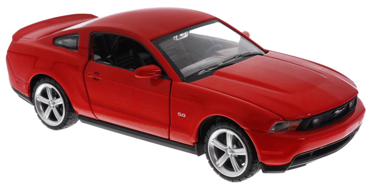 Maxi Toys Модель автомобиля Ford Mustang GT цвет красныйCP-68307-RМодель автомобиля Maxi Toys Ford Mustang GT - это точная копия оригинальной машины в масштабе 1:32. Выполненная из высококачественного металла и пластика, она обязательно понравится не только ребенку, но и взрослому. Модель автомобиля имеет световые и звуковые эффекты. Дверцы машины и капот открываются, фары светятся, салон детализирован. Игрушка оснащена инерционным ходом. Для того, чтобы автомобиль поехал вперед, необходимо его отвести назад, а затем резко отпустить. Прорезиненные колеса обеспечивают надежное сцепление с любой поверхностью пола. Машинка является отличным подарком для юного гонщика. Во время игры с такой машинкой у ребенка развивается мелкая моторика рук, фантазия и воображение. Для работы игрушки необходимы 3 батарейки типа AG13 (товар комплектуется демонстрационными).