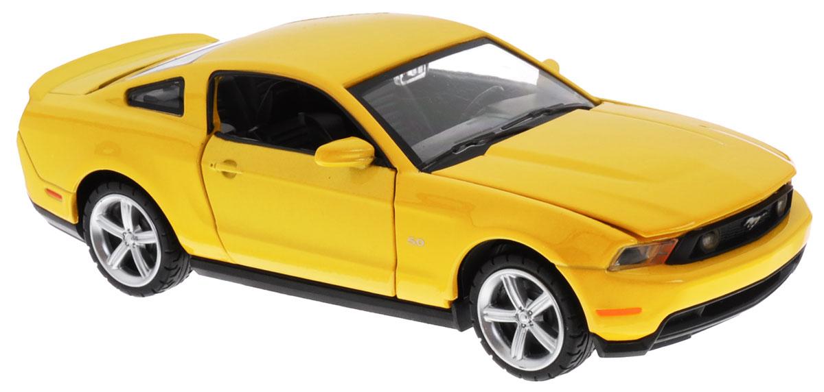 Maxi Toys Модель автомобиля Ford Mustang GT цвет желтыйCP-68307-YМодель автомобиля Maxi Toys Ford Mustang GT - это точная копия оригинальной машины в масштабе 1:32. Выполненная из высококачественного металла и пластика, она обязательно понравится не только ребенку, но и взрослому. Модель автомобиля имеет световые и звуковые эффекты. Дверцы машины и капот открываются, фары светятся, салон детализирован. Игрушка оснащена инерционным ходом. Для того, чтобы автомобиль поехал вперед, необходимо его отвести назад, а затем резко отпустить. Прорезиненные колеса обеспечивают надежное сцепление с любой поверхностью пола. Машинка является отличным подарком для юного гонщика. Во время игры с такой машинкой у ребенка развивается мелкая моторика рук, фантазия и воображение. Для работы игрушки необходимы 3 батарейки типа AG13 (товар комплектуется демонстрационными).